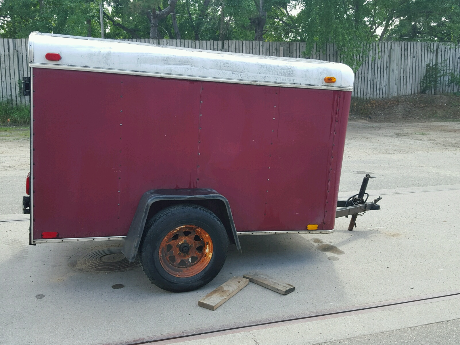 click here to view 2000 CARGO BOX TRAILE at IBIDSAFELY