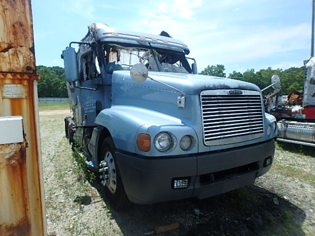 1FUJBBCG13LG29445 - 2003 FREIGHTLINER CONVENTION