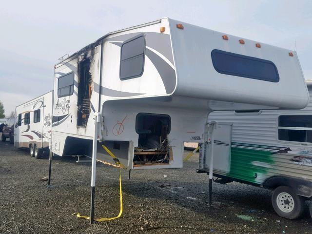 click here to view 2001 ARCT FOX CAMPER at IBIDSAFELY