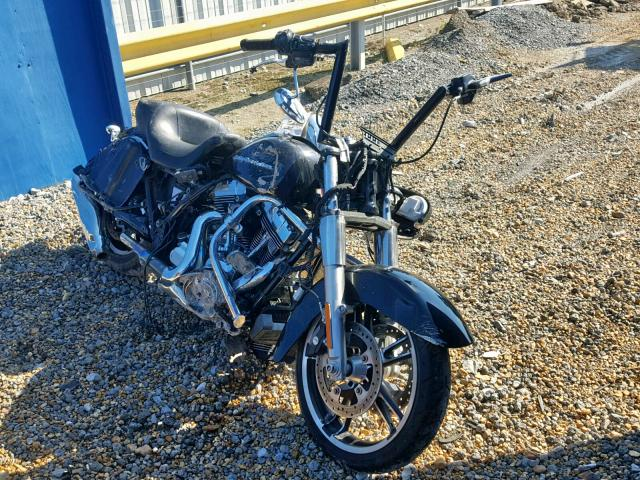 click here to view 2015 HARLEY-DAVIDSON FLTRX ROAD at IBIDSAFELY