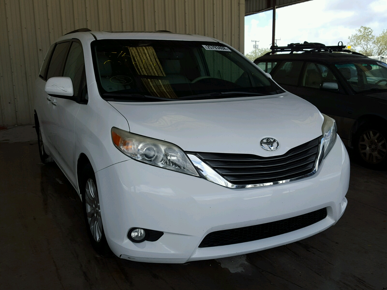 article entertainment reviews xle notes sienna rear toyota and review car interior comfortable
