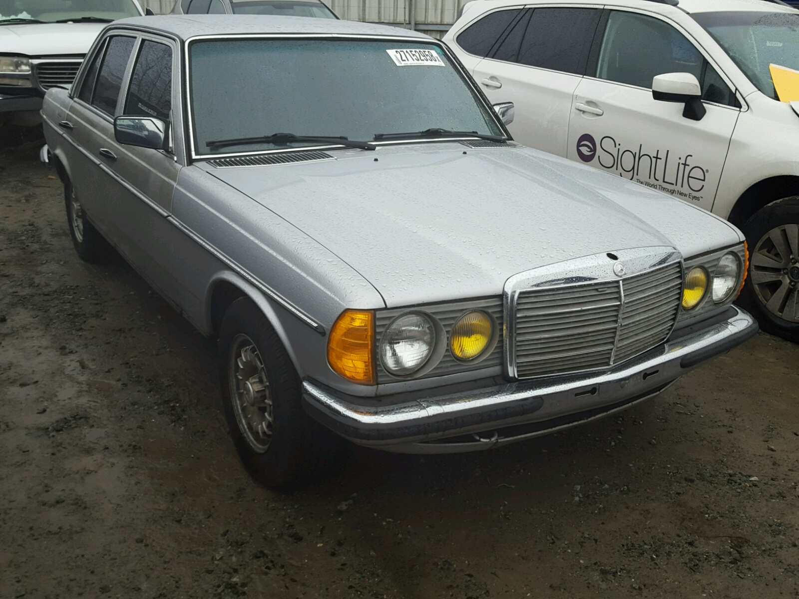 Salvaged mercedes benz 200 290 for auction autobidmaster for Salvage mercedes benz