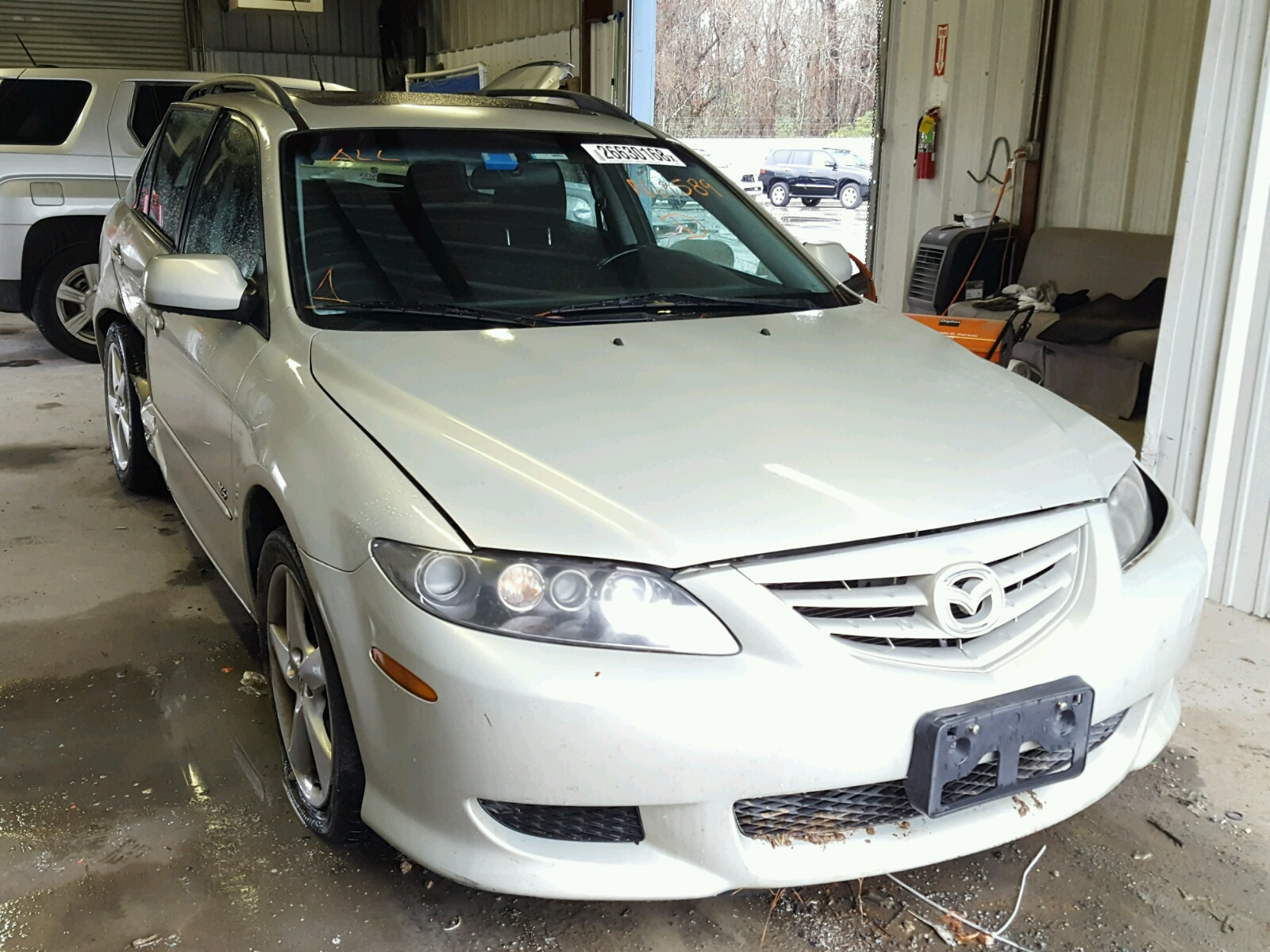 Auto Auction Ended On Vin 1yvgf22d525263772 2002 Mazda 626 Es Lx In White 2004 6 S 30l