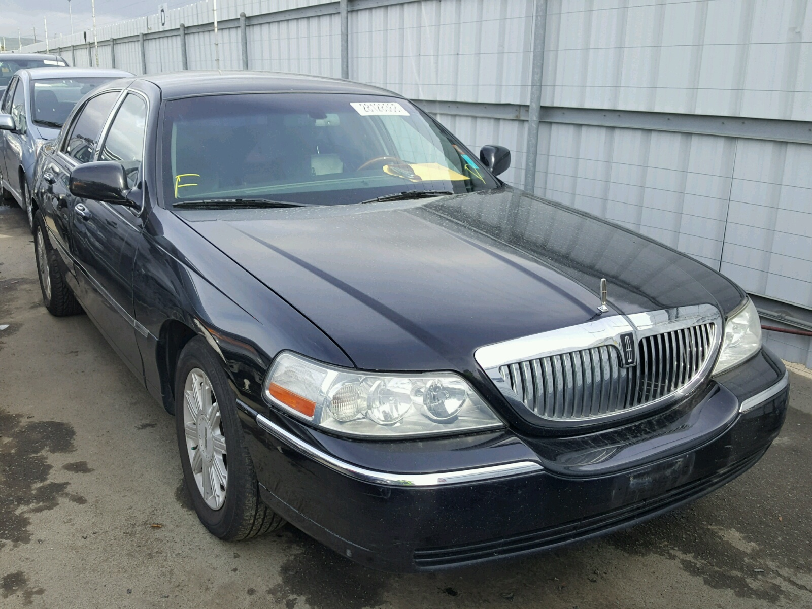 sedan used signature car town for limited rwd sale lincoln