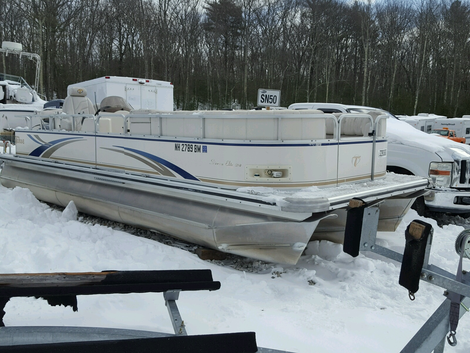Salvage 2006 Tahoe BOAT for sale