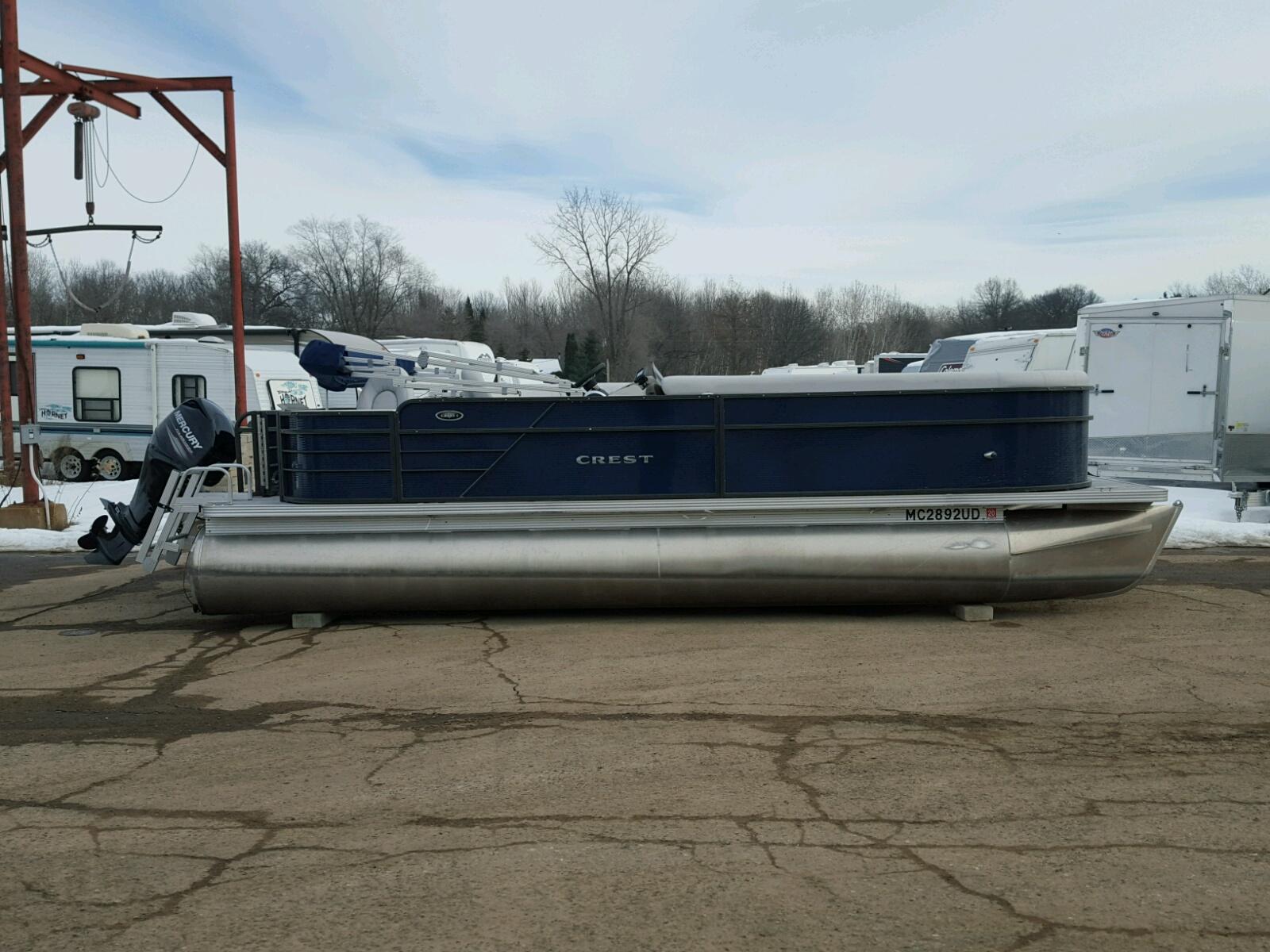 Salvage 2017 Crestliner 220 for sale