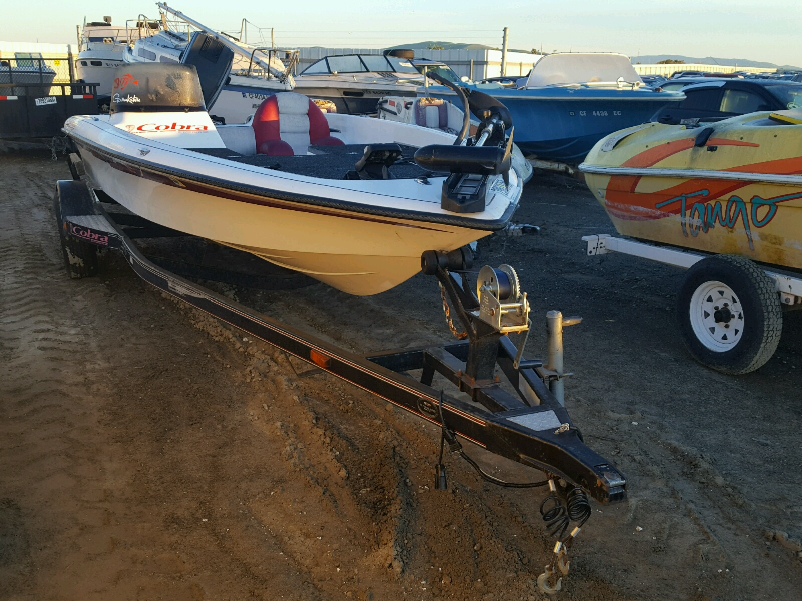 Salvage 1999 Vipe BOAT for sale