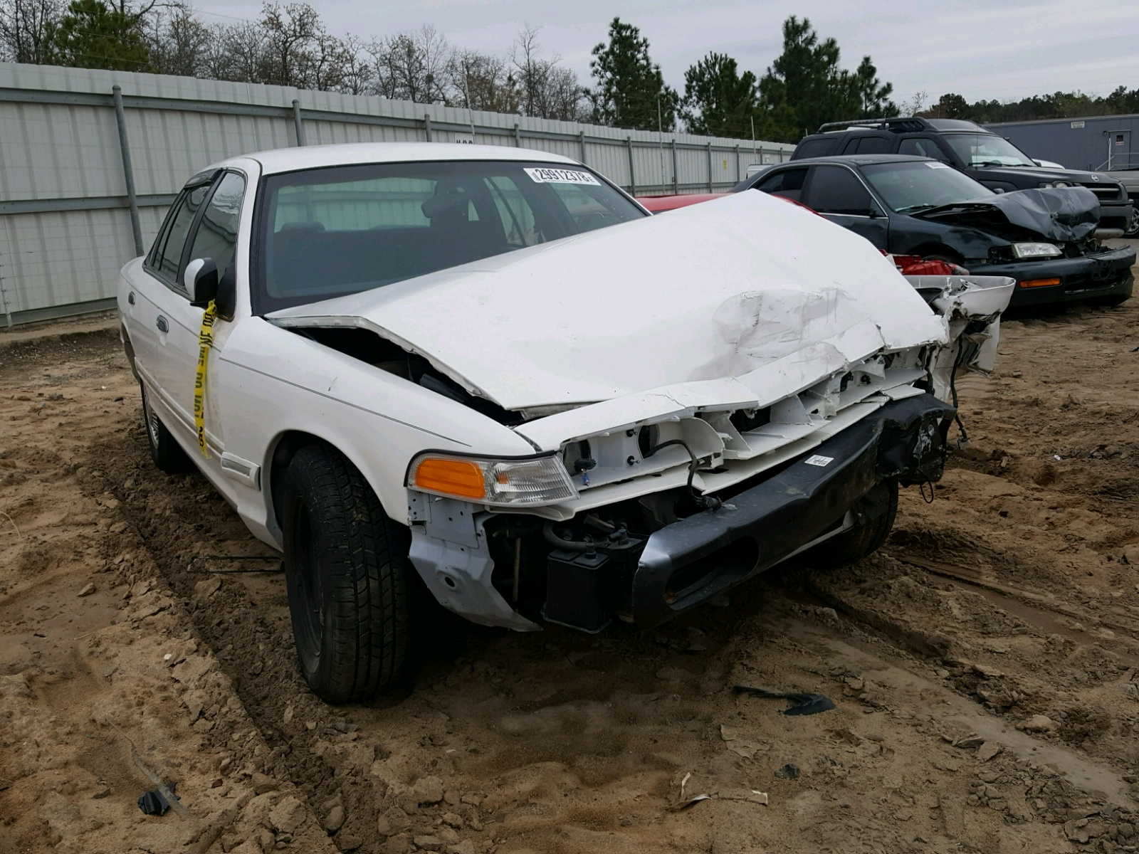 Salvage 1996 Ford CROWN VICTORIA for sale