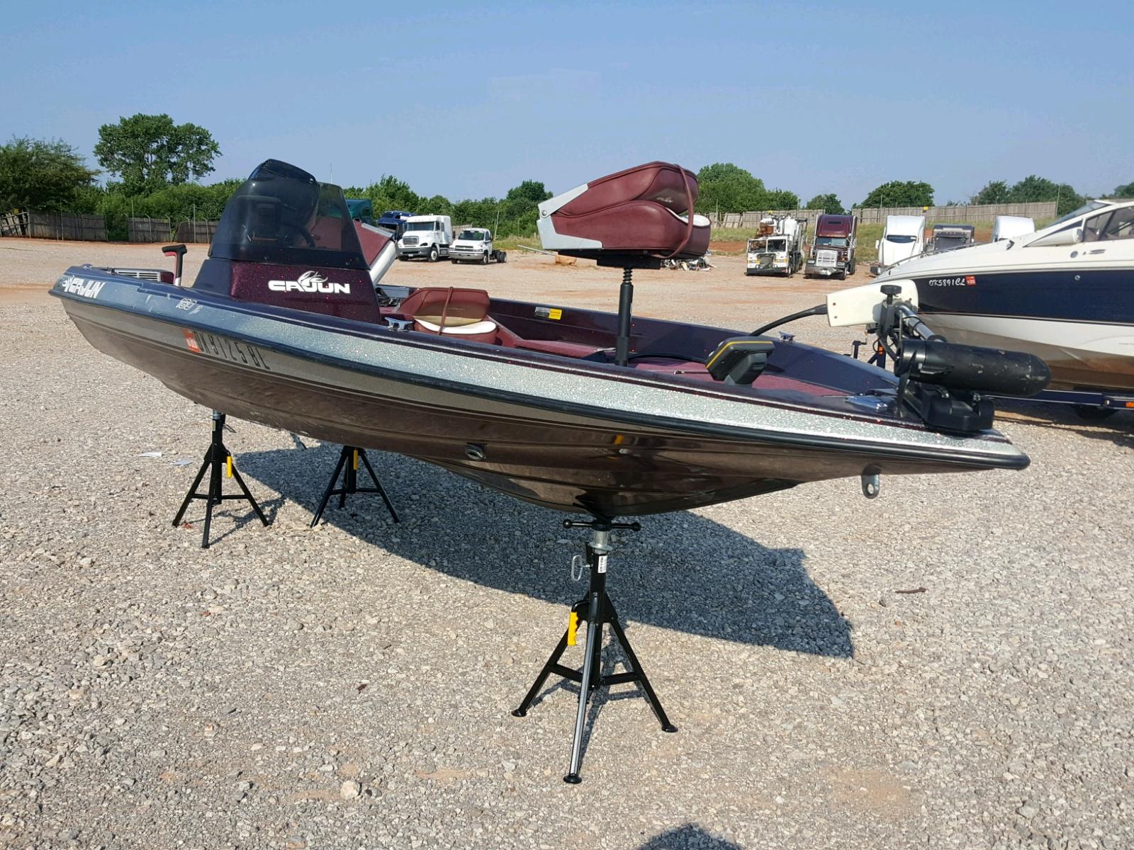 Salvage 1995 Cajun BOAT for sale
