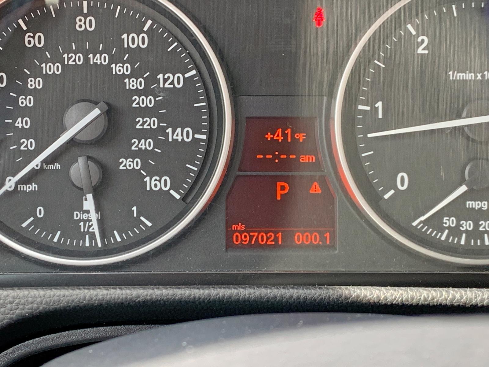 WBAPN7C57BA780363 - 2011 Bmw 335 D 3.0L engine view