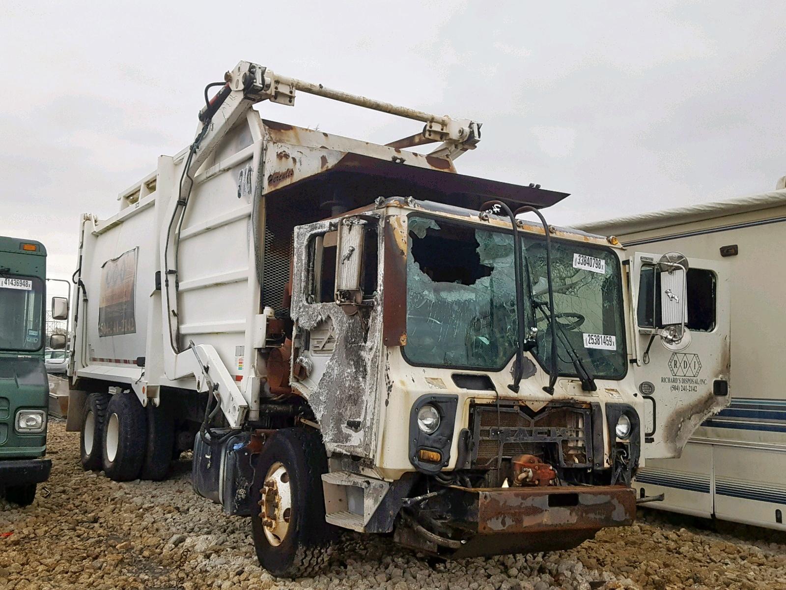 Salvage 2013 Mack 600 MRU600 for sale