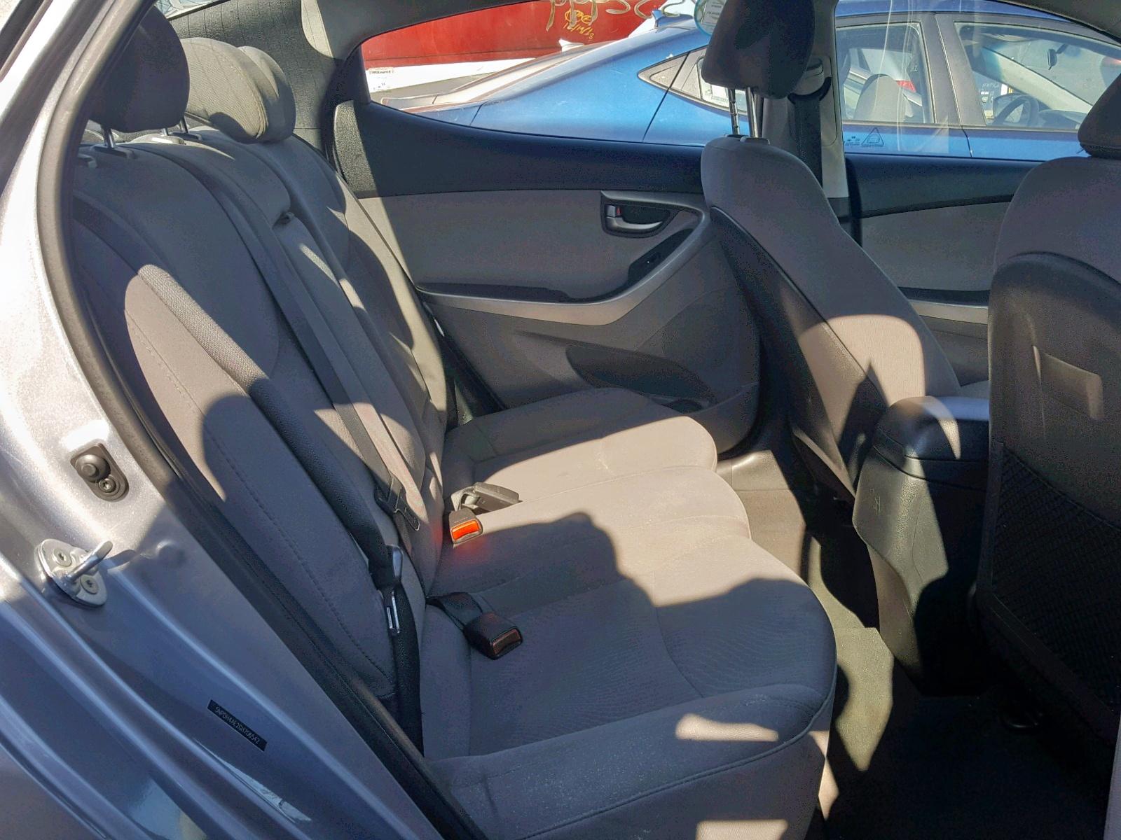 2016 Hyundai Elantra Se 1.8L detail view