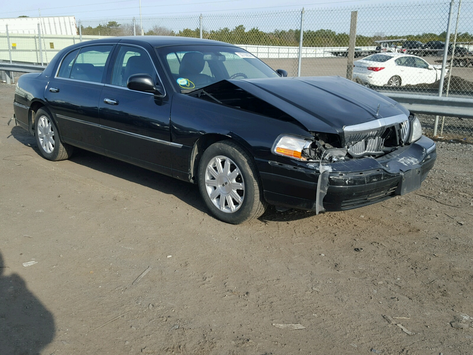 listing signature lincoln town car for auto listings sale inc inventory canpak rwd