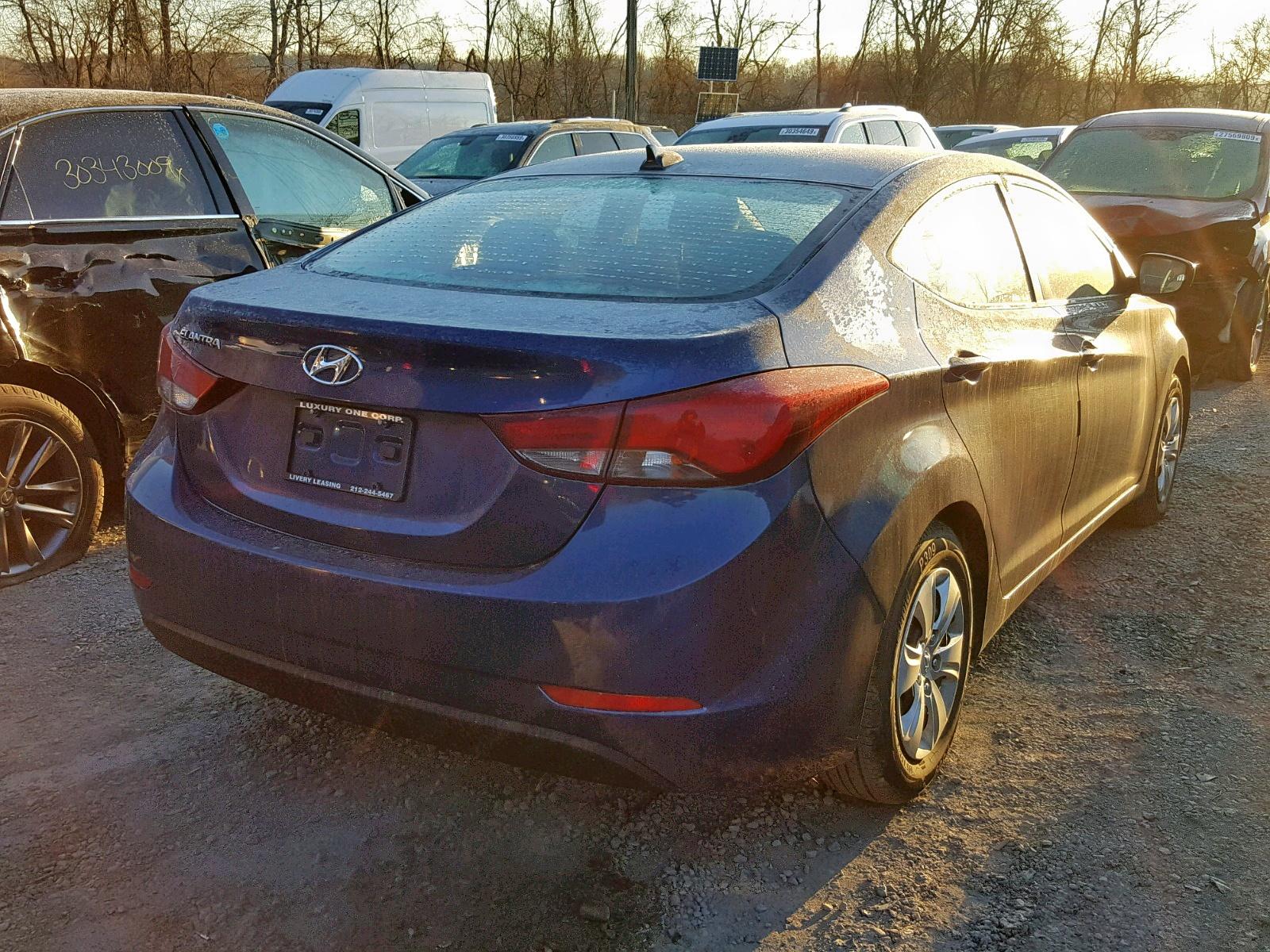 2016 Hyundai Elantra Se 1.8L rear view