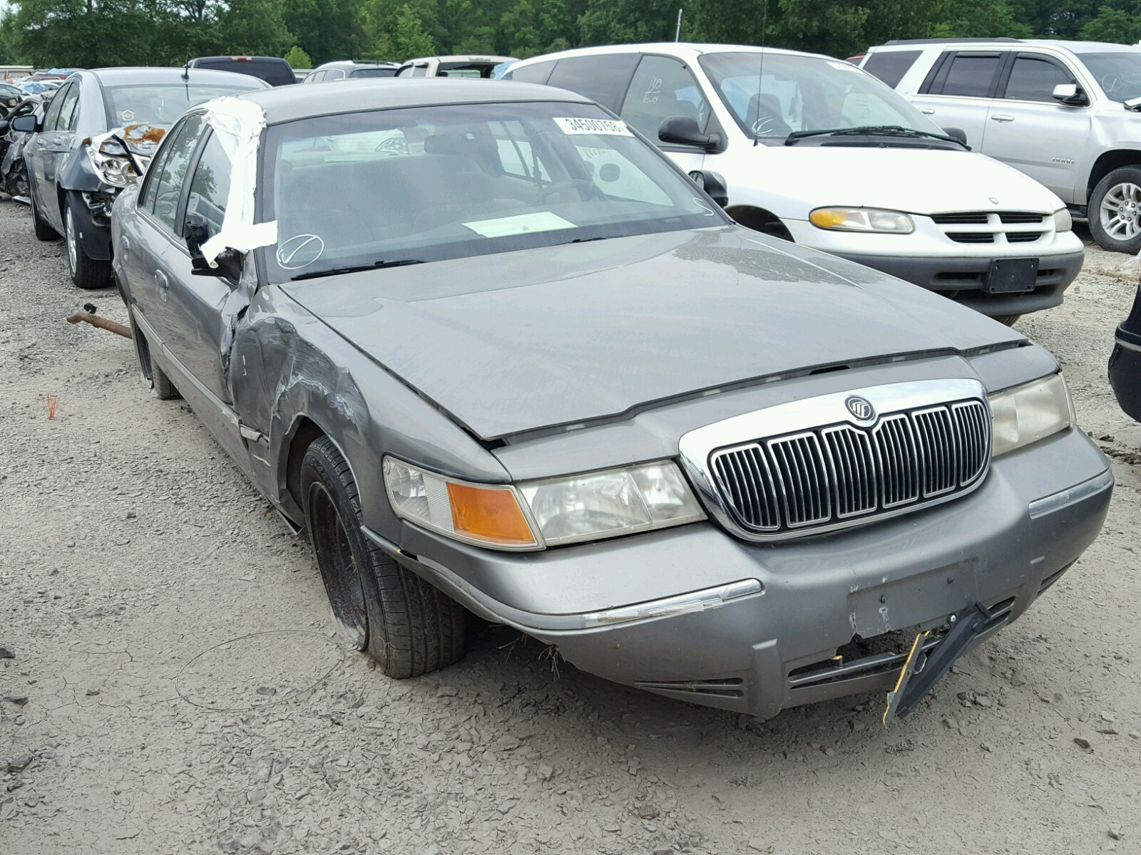 Salvage 2000 Mercury GRAND MARQ for sale