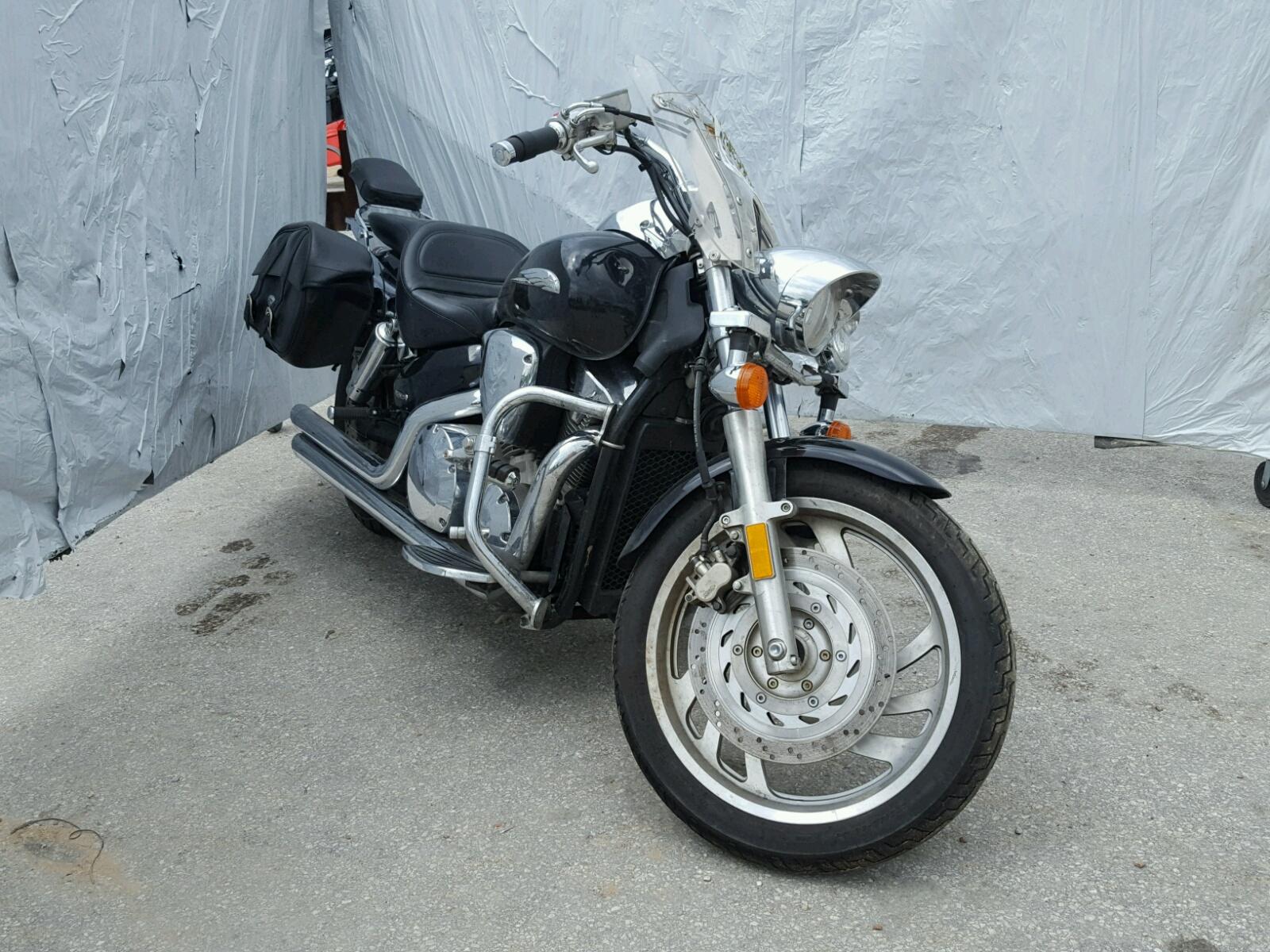 Salvage 2005 Honda VTX1300 C for sale