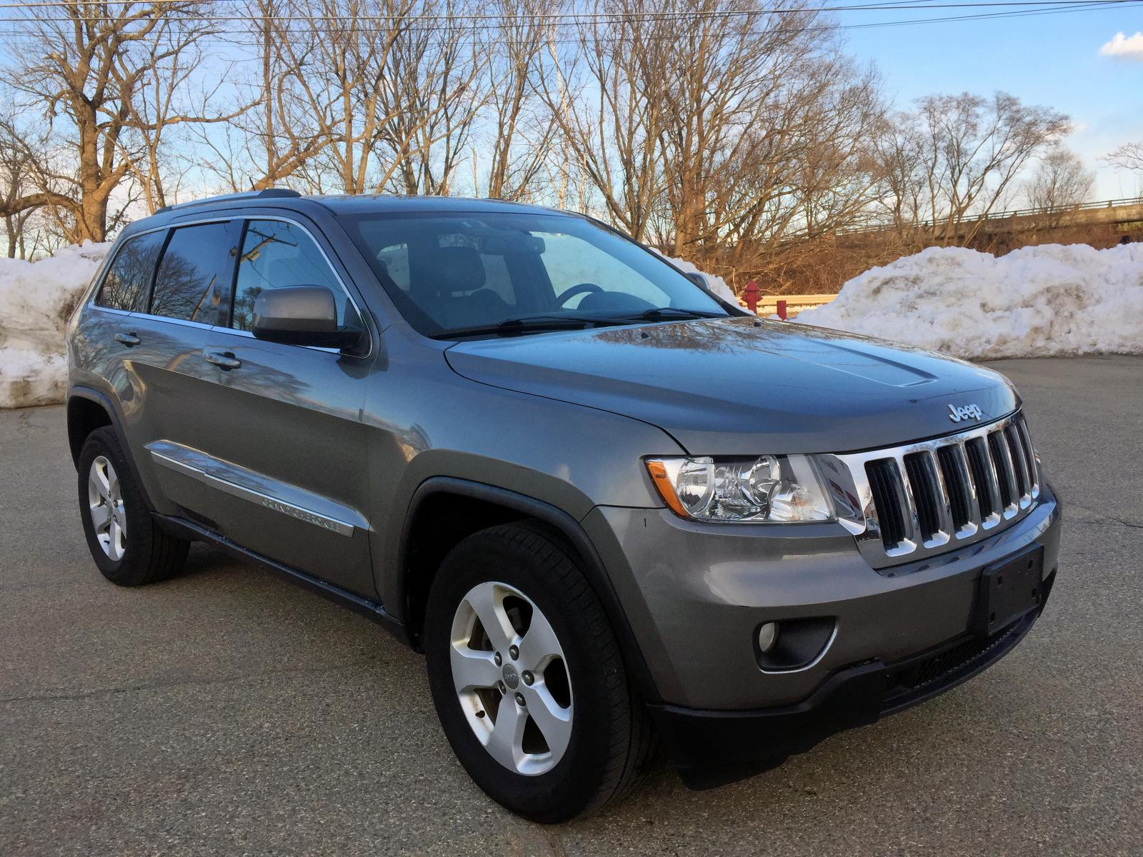 2012 Jeep Grand Cher 3.6L Left View