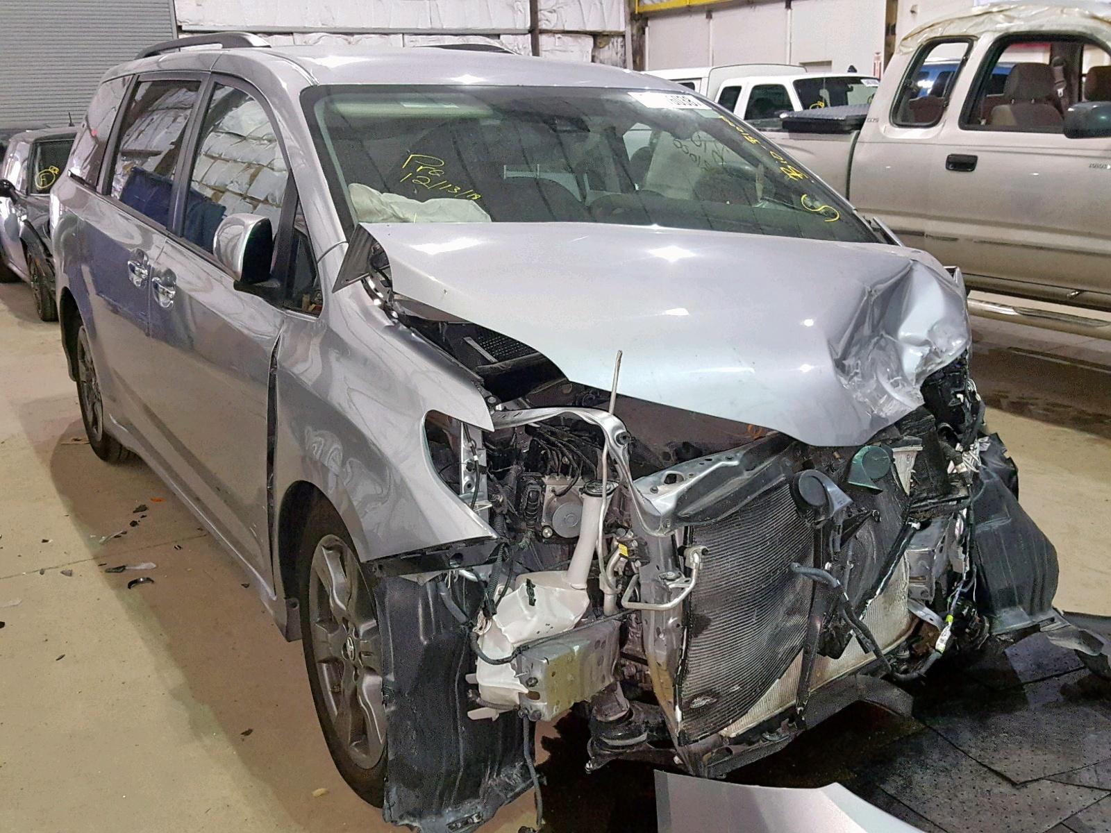 Salvage 2018 Toyota SIENNA SE for sale