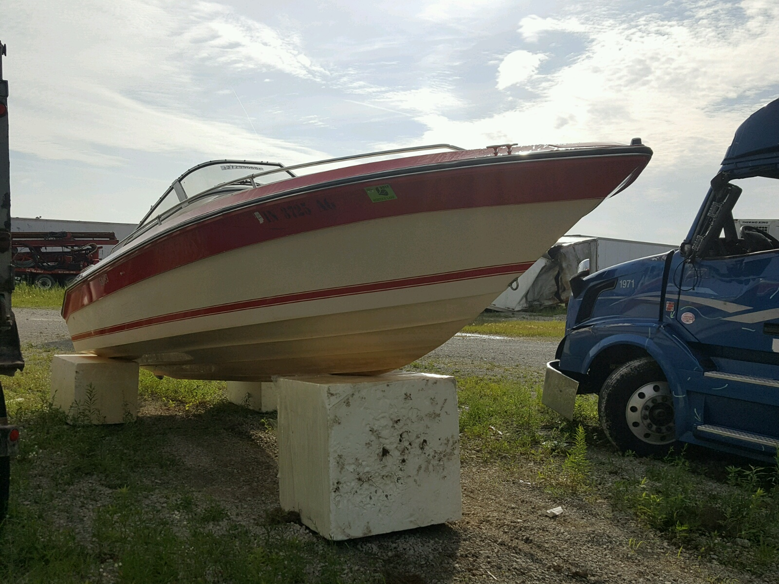 Salvage 1988 Sea Ray BOAT for sale