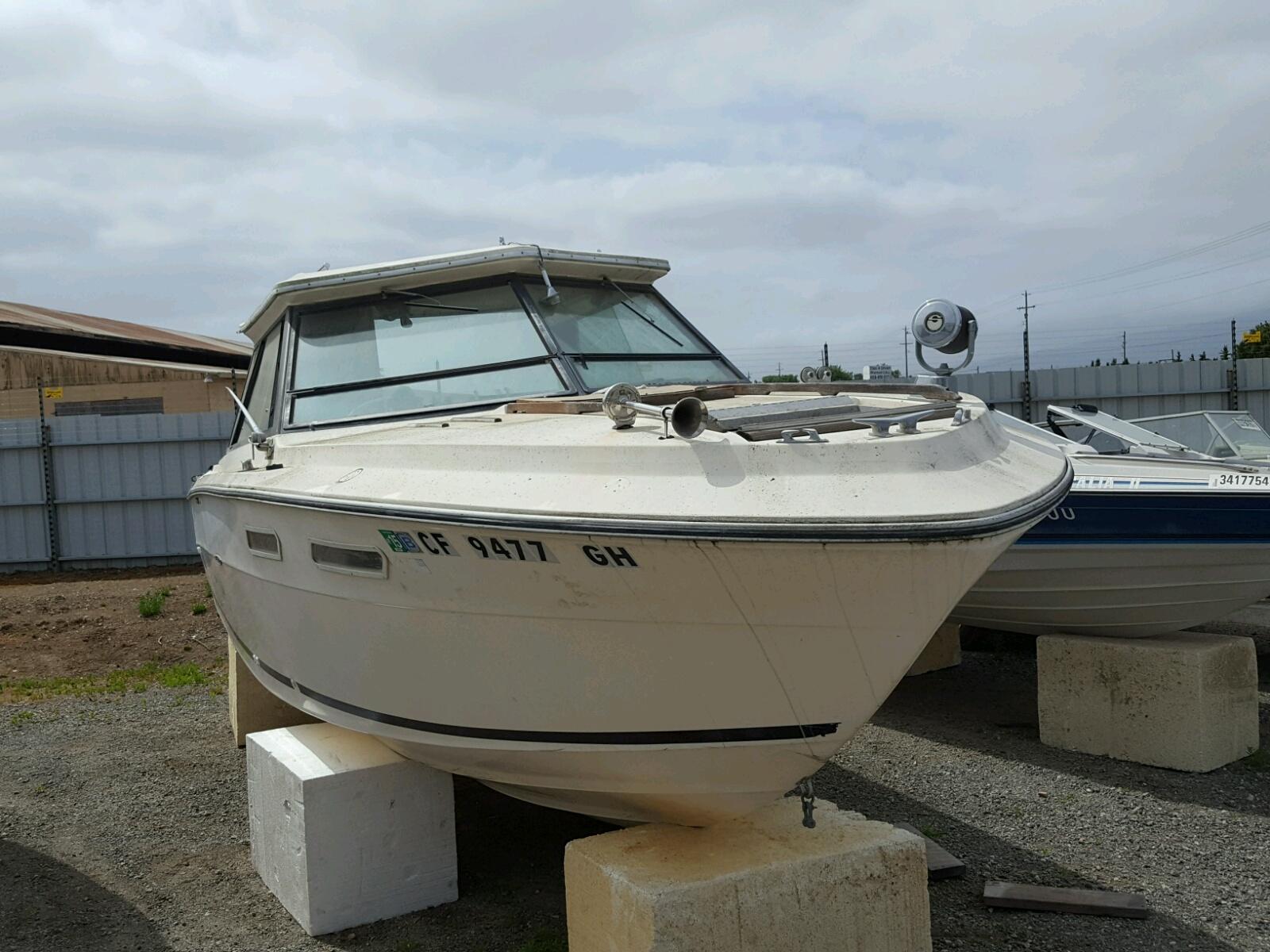 Salvage 1978 Sea Ray 270 SEDAN for sale