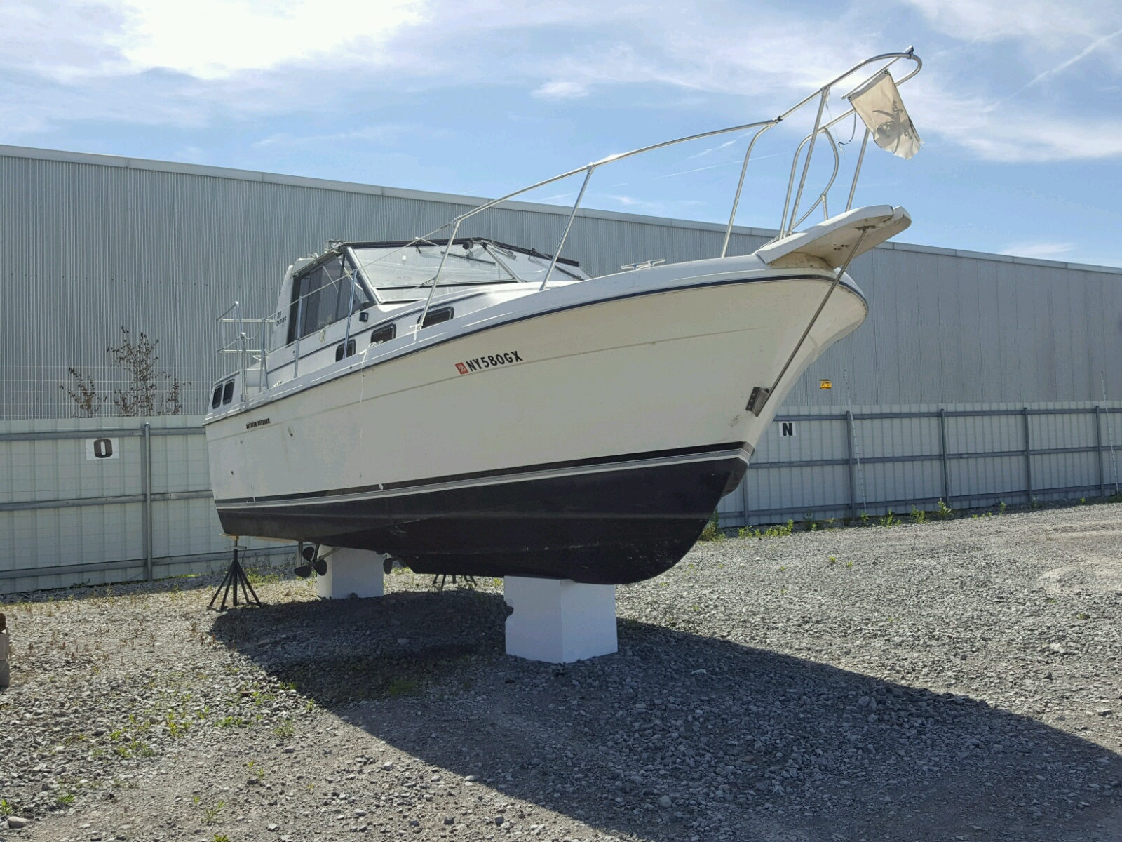 Salvage 1983 Carver BOAT for sale