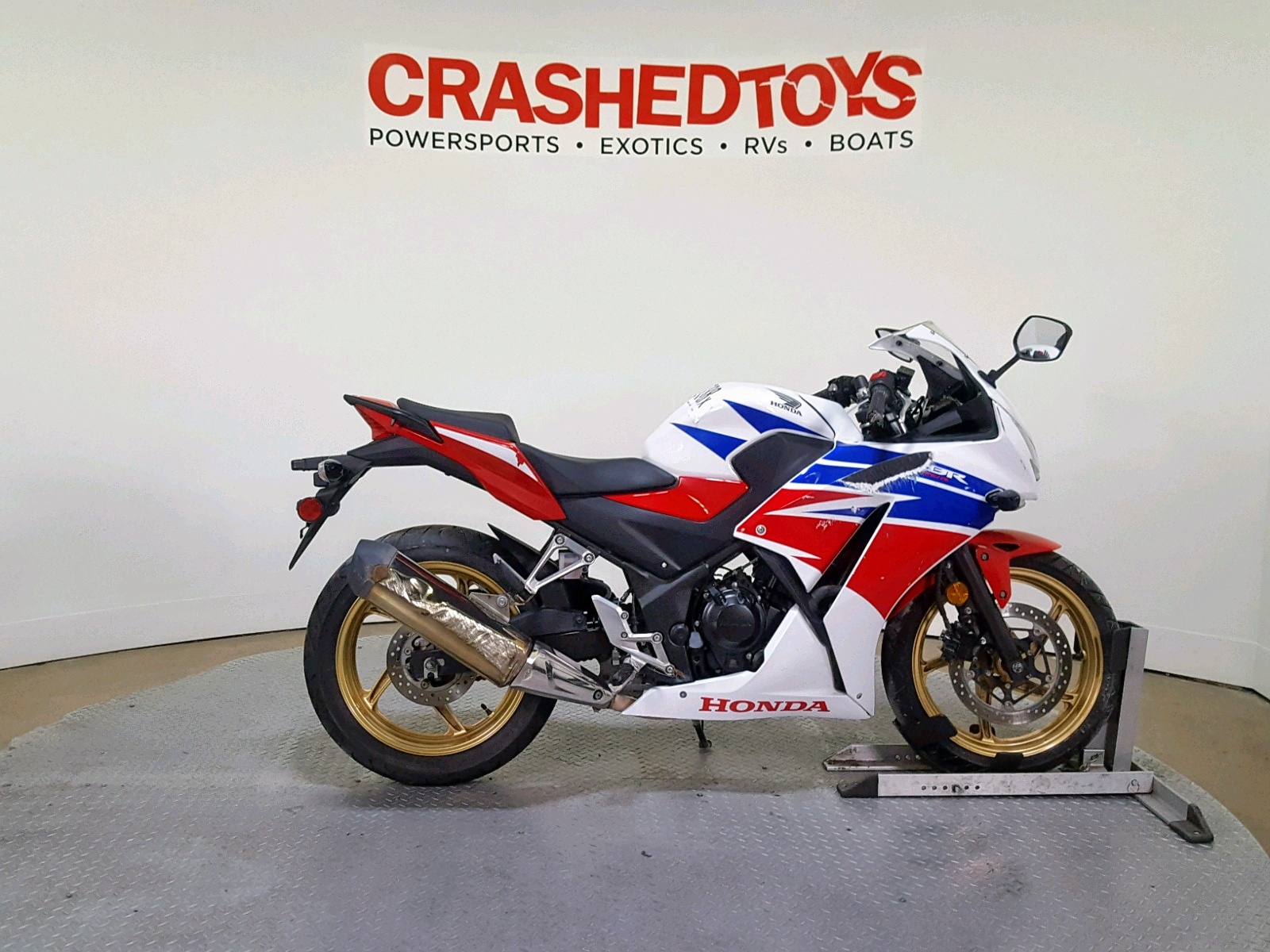 Salvage 2015 Honda CBR300 R for sale