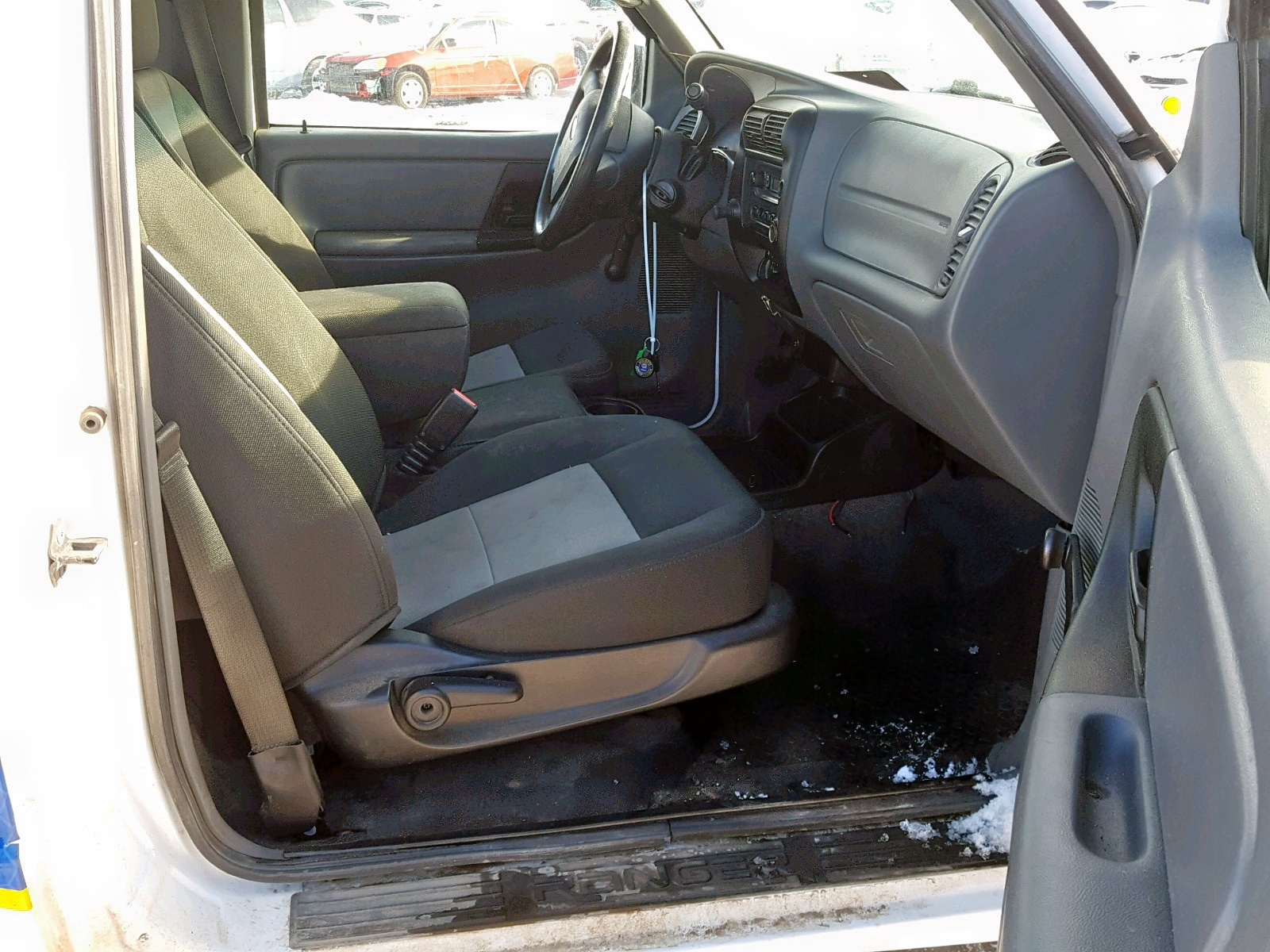 1FTKR1AD0BPA57346 - 2011 Ford Ranger 2.3L close up View