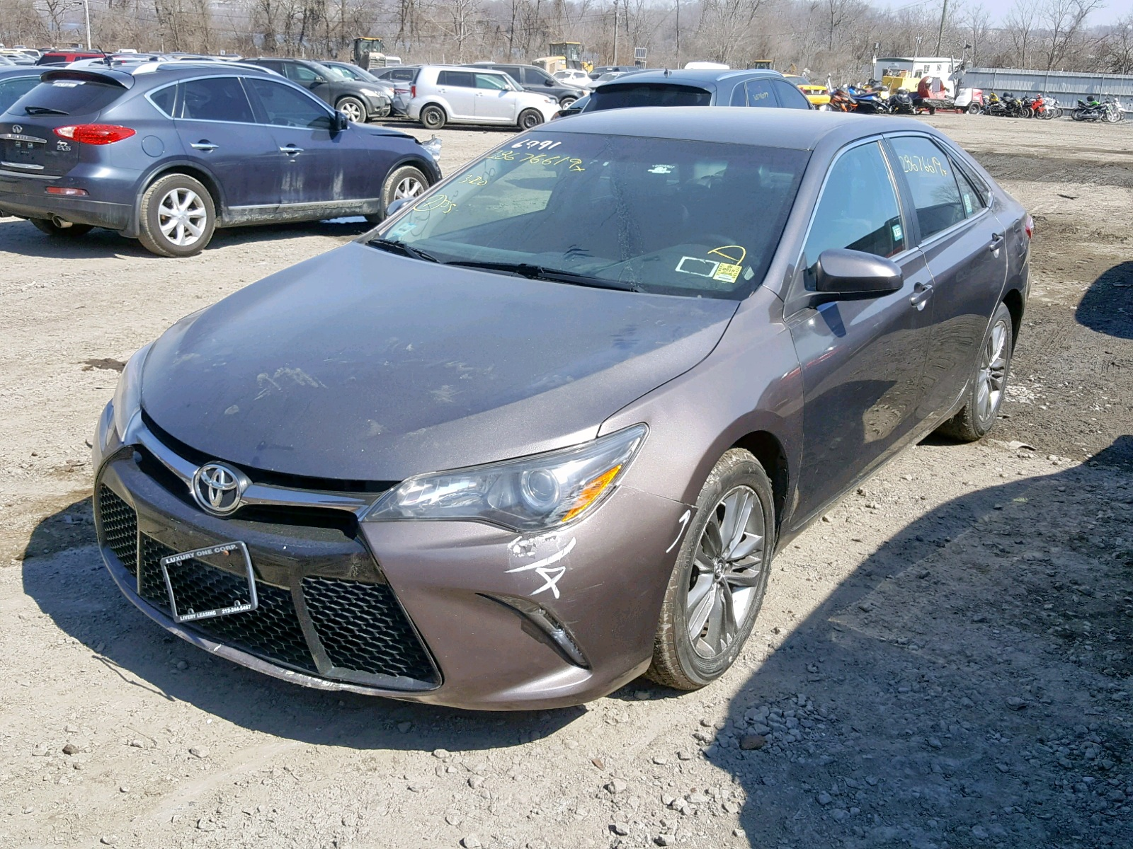 2015 Toyota Camry Le 2.5L Right View