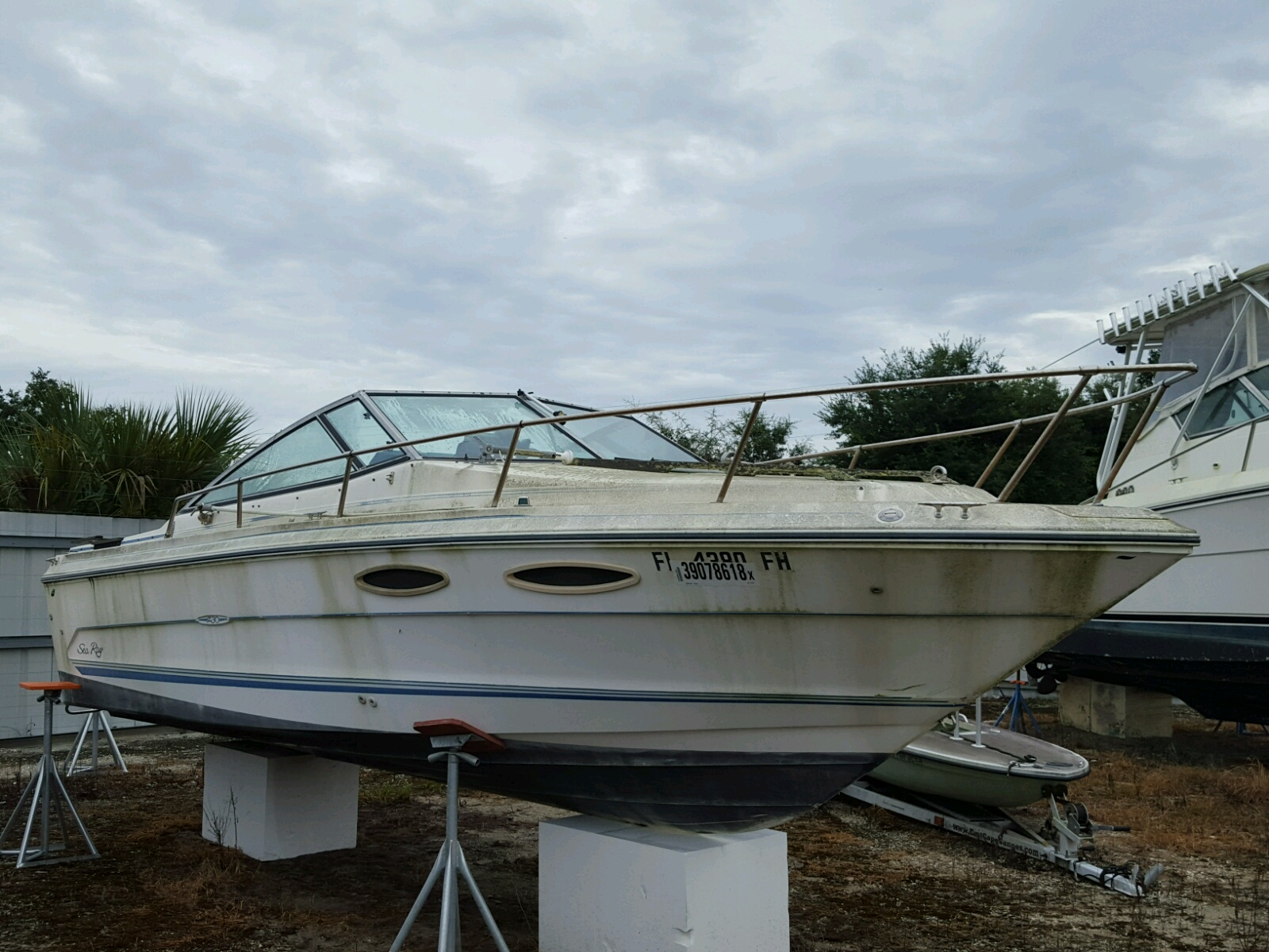 Salvage 1988 Sea Ray MARINE LOT for sale