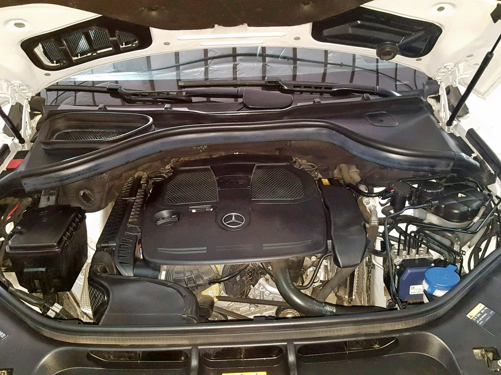 4JGDA5JB7EA343090 - 2014 Mercedes-Benz Ml 350 3.5L inside view