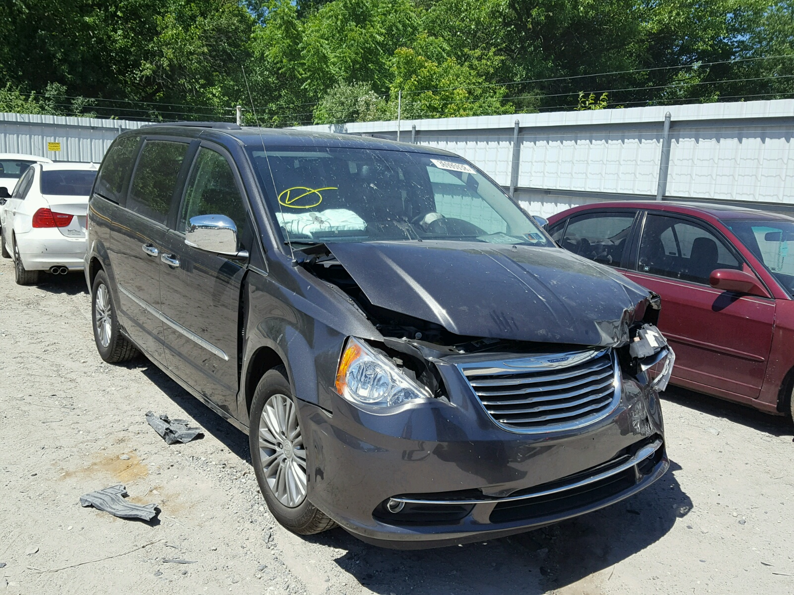 2c4rc1cg7gr207434 2016 Gray Chrysler Town Cou On Sale In Nj 1949 And Country Hubcaps 36l Left