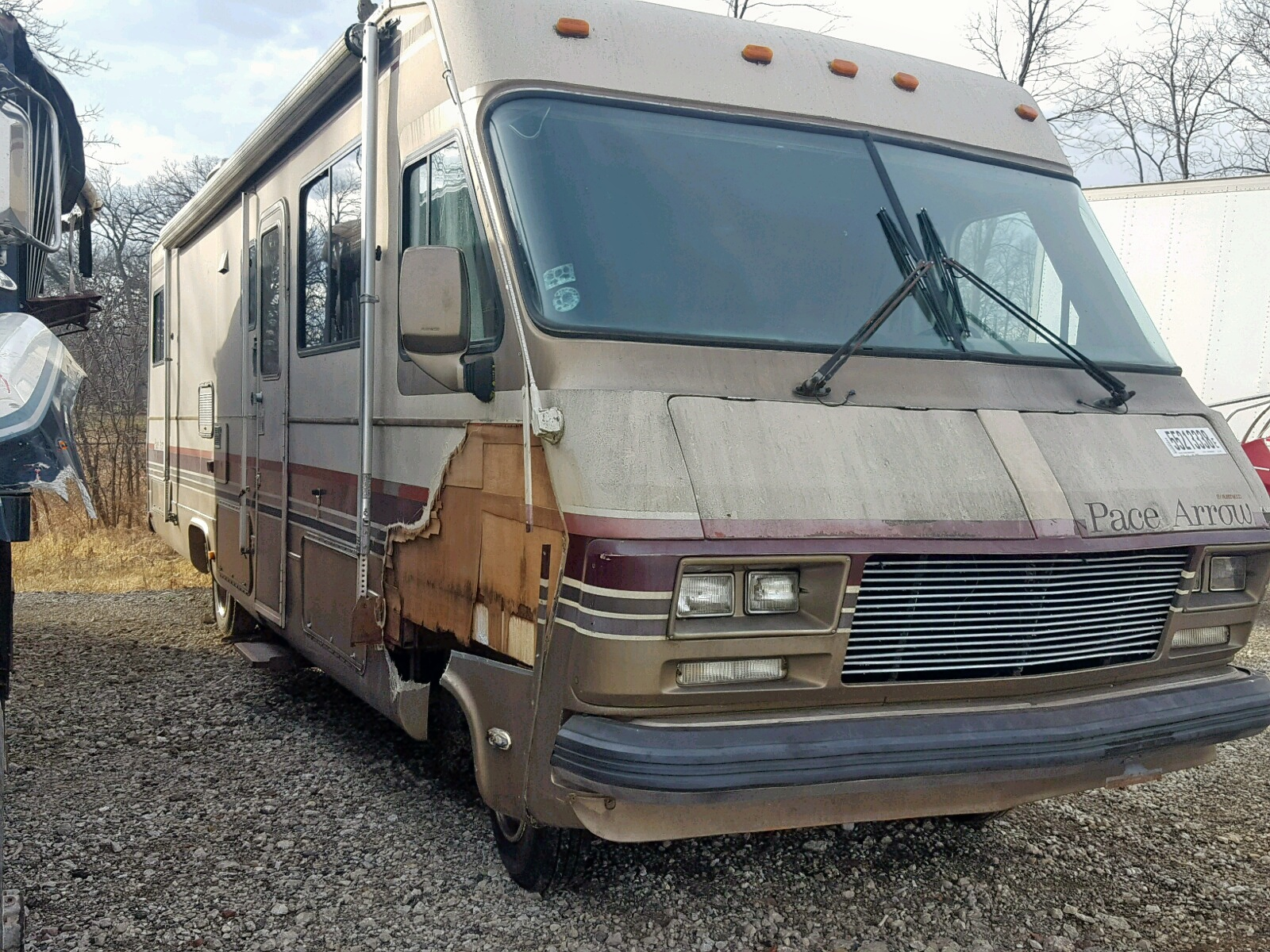 Salvage 1986 Fleetwood PACE ARROW for sale