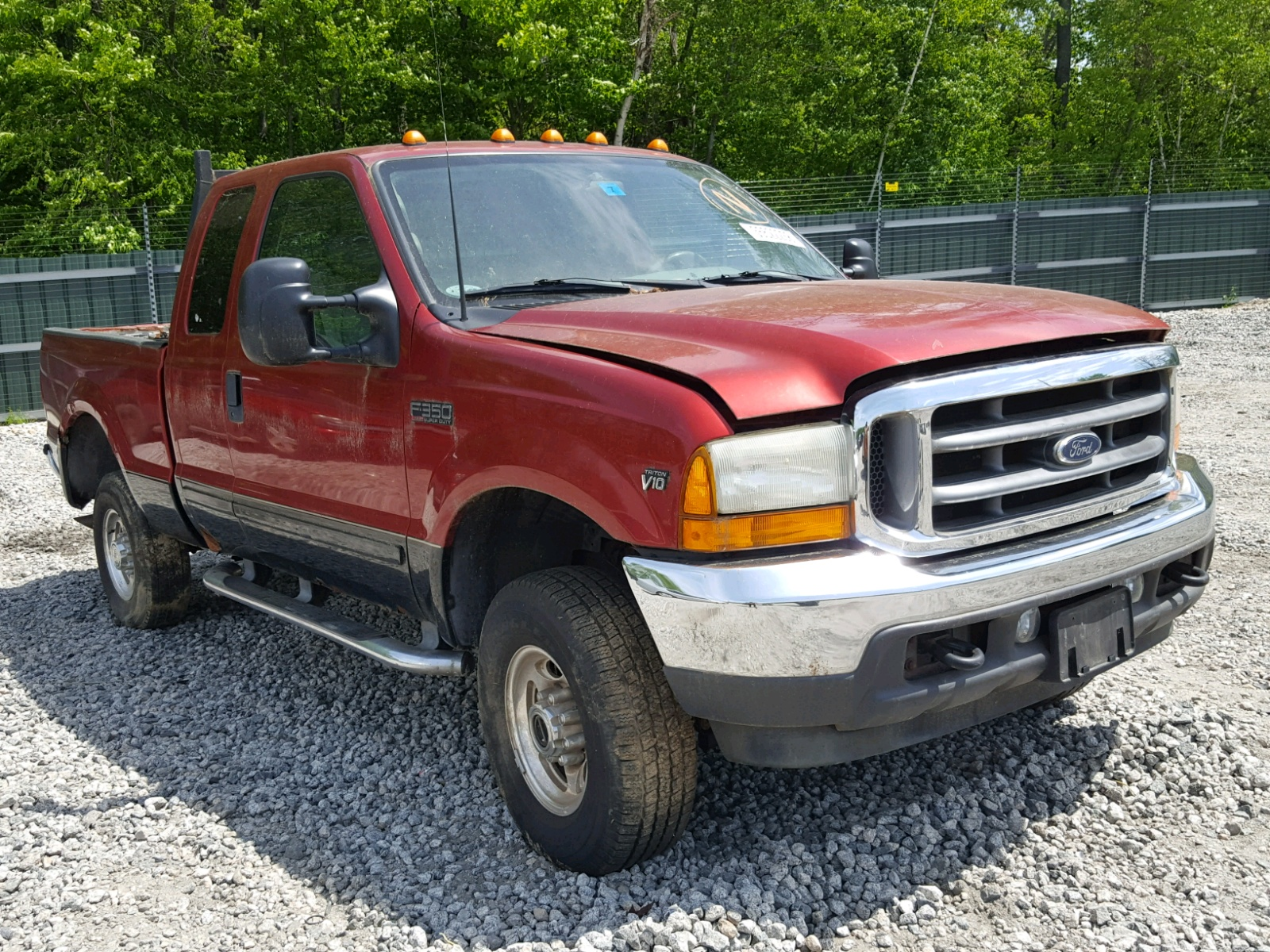 Salvage 2001 Ford F350 SRW S for sale