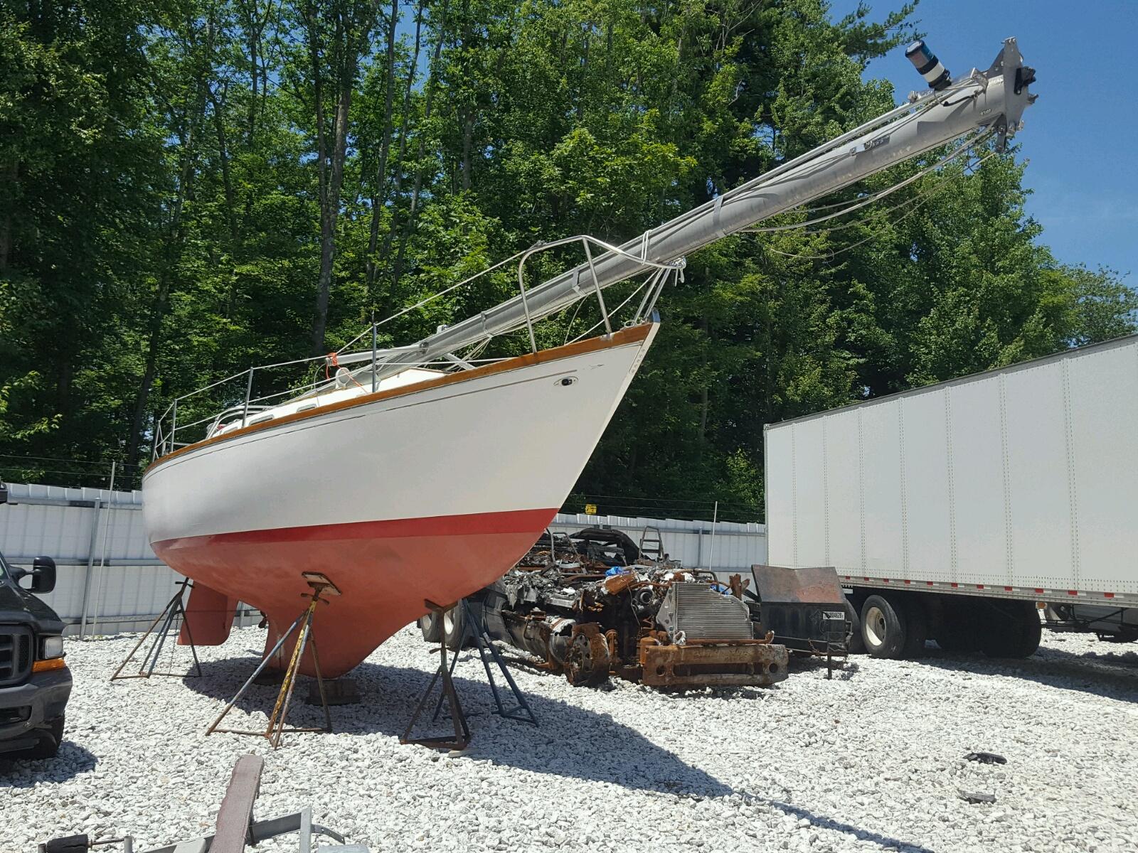 Salvage 1972 Sail TARTAN for sale