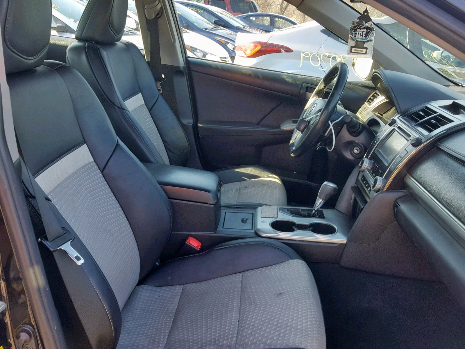 2014 Toyota Camry L 2.5L close up View