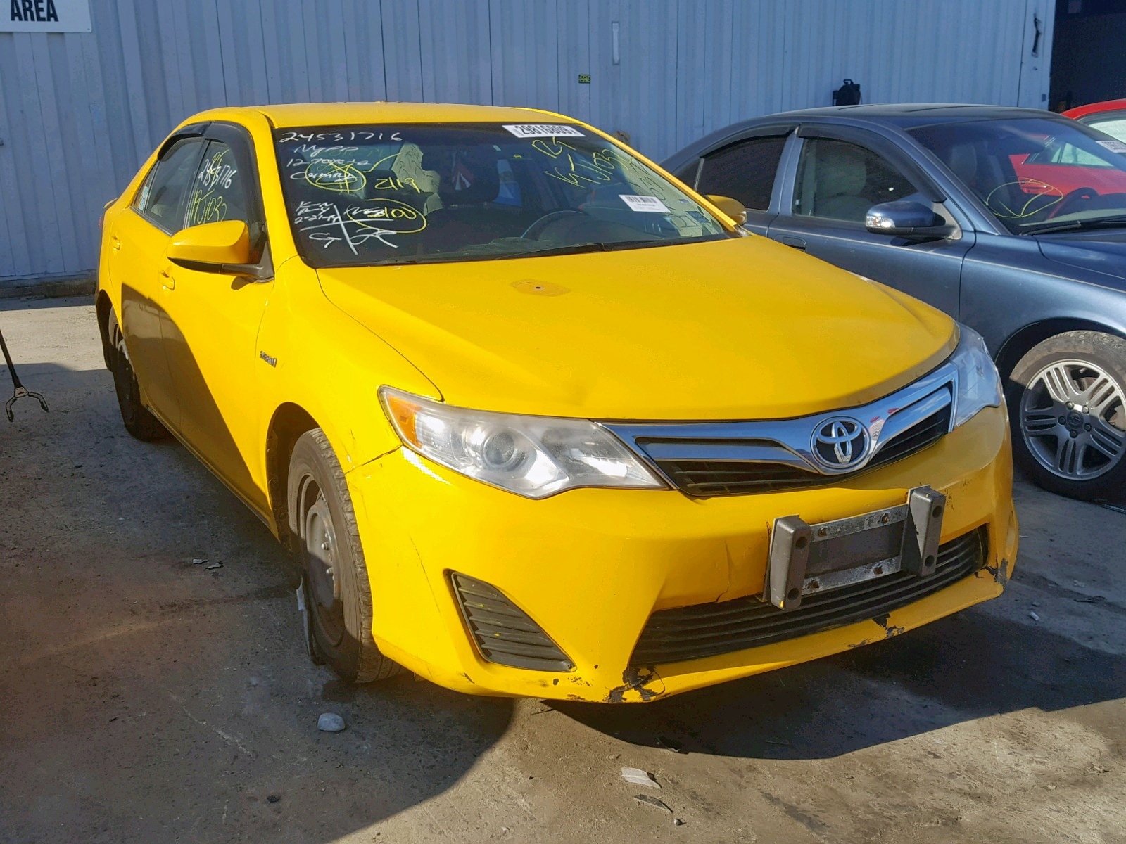 2012 Toyota Camry Hybr 2.5L Left View