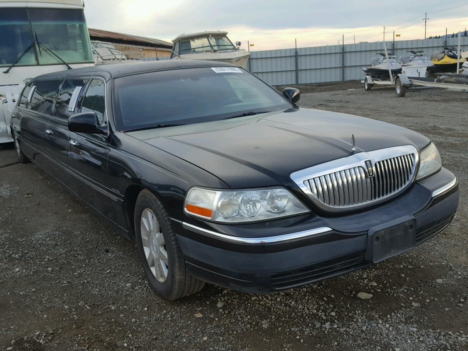 2003 Lincoln Town Car E