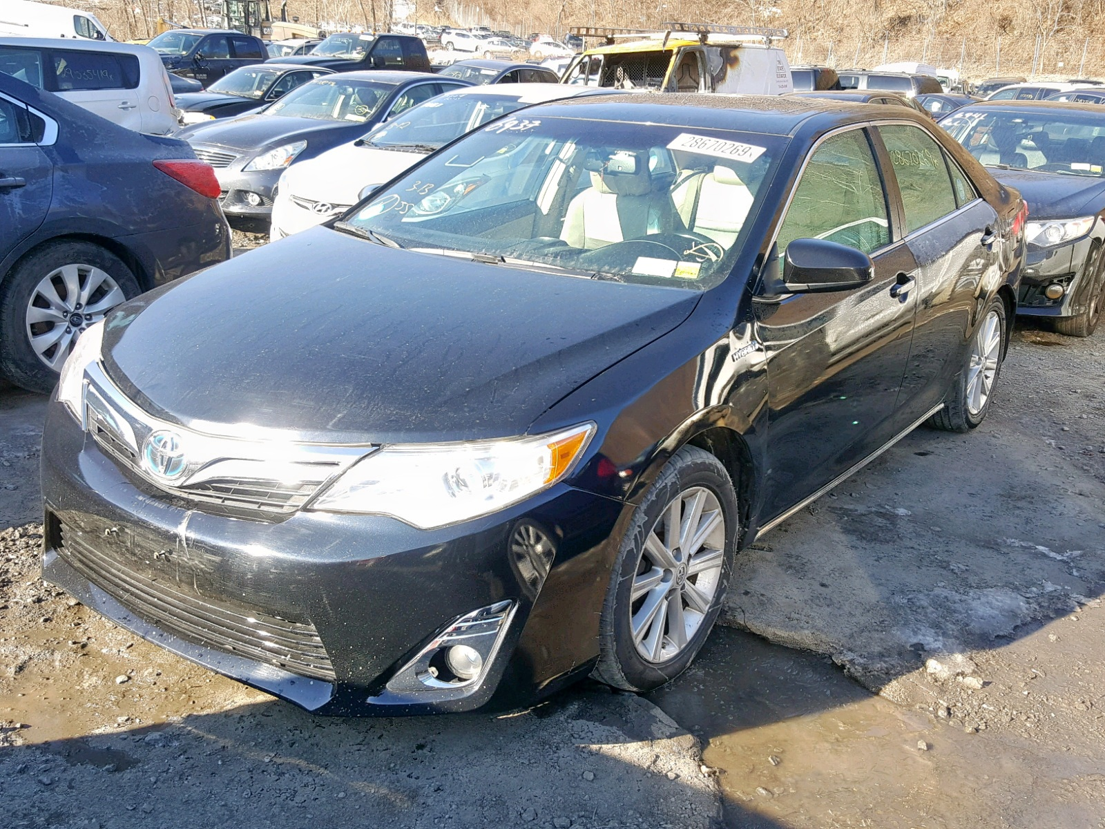 2014 Toyota Camry Hybr 2.5L Right View