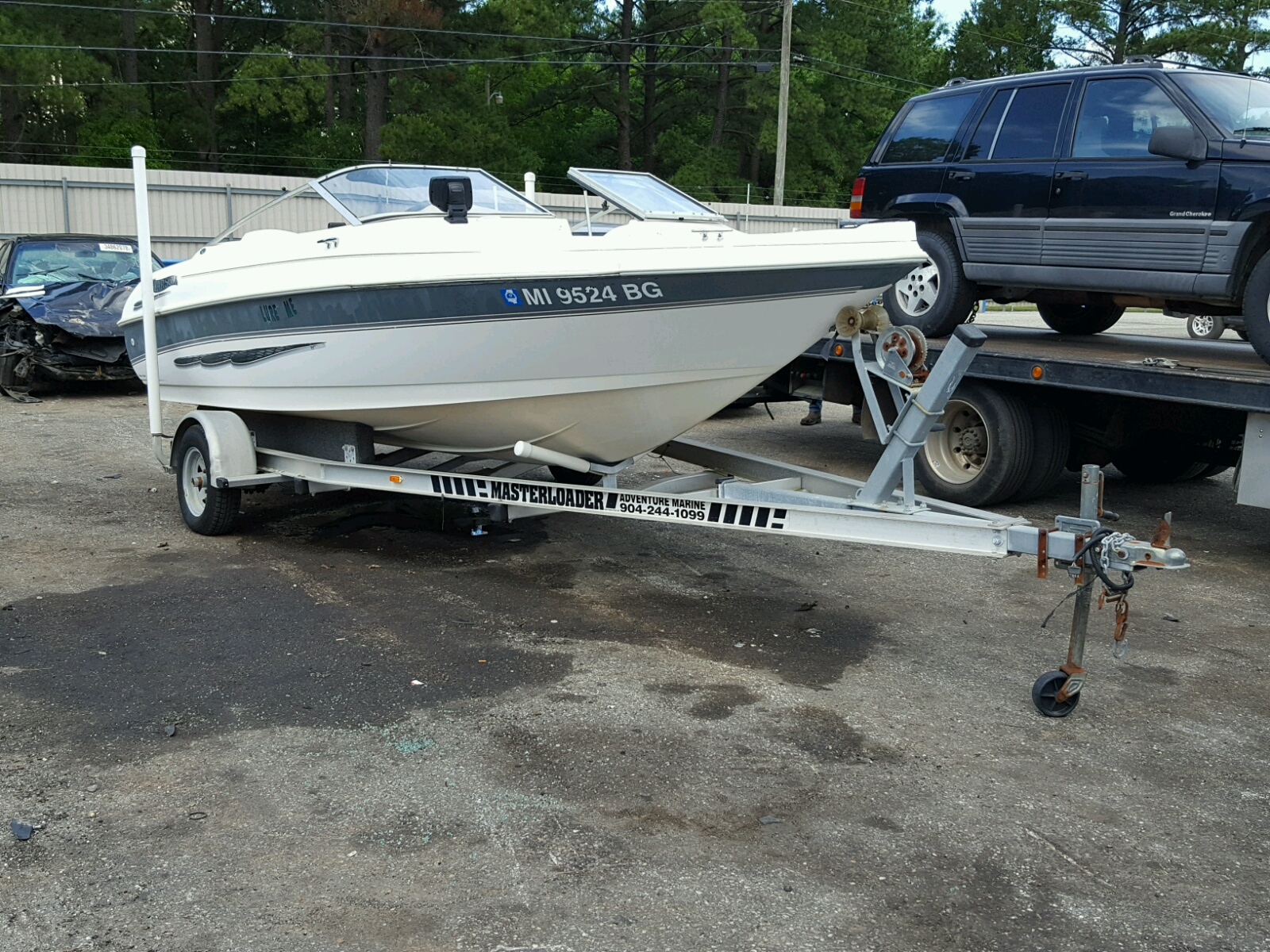Salvage 1998 Larson BOAT for sale