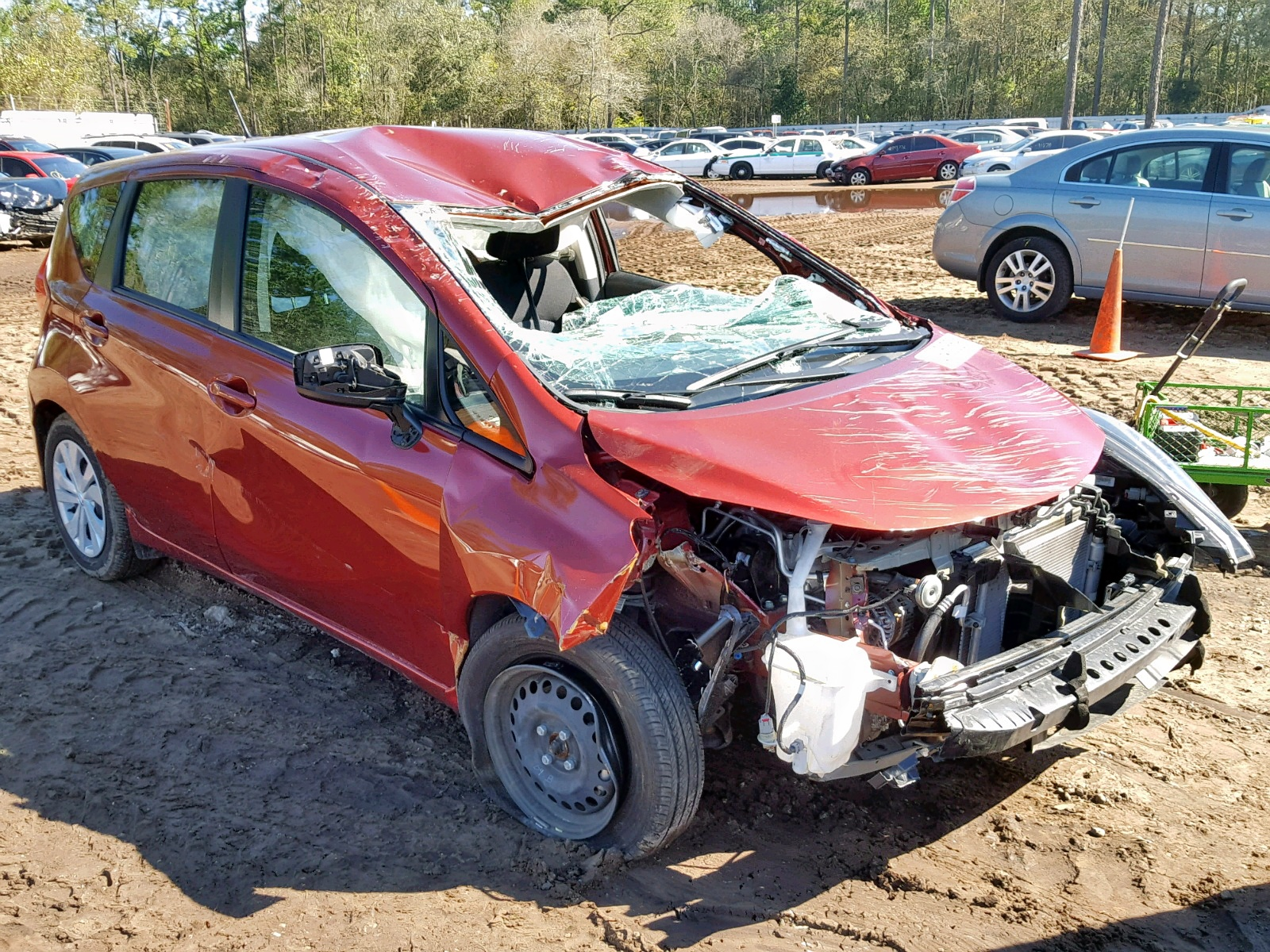 Salvage 2017 Nissan VERSA NOTE for sale