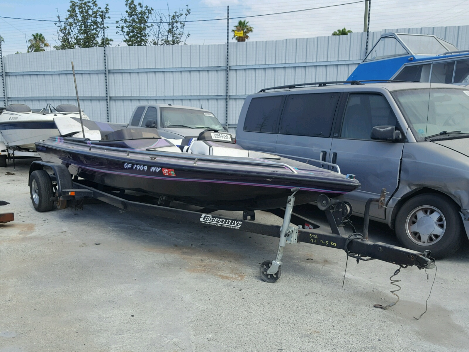 Salvage 1995 Chalet BOAT for sale