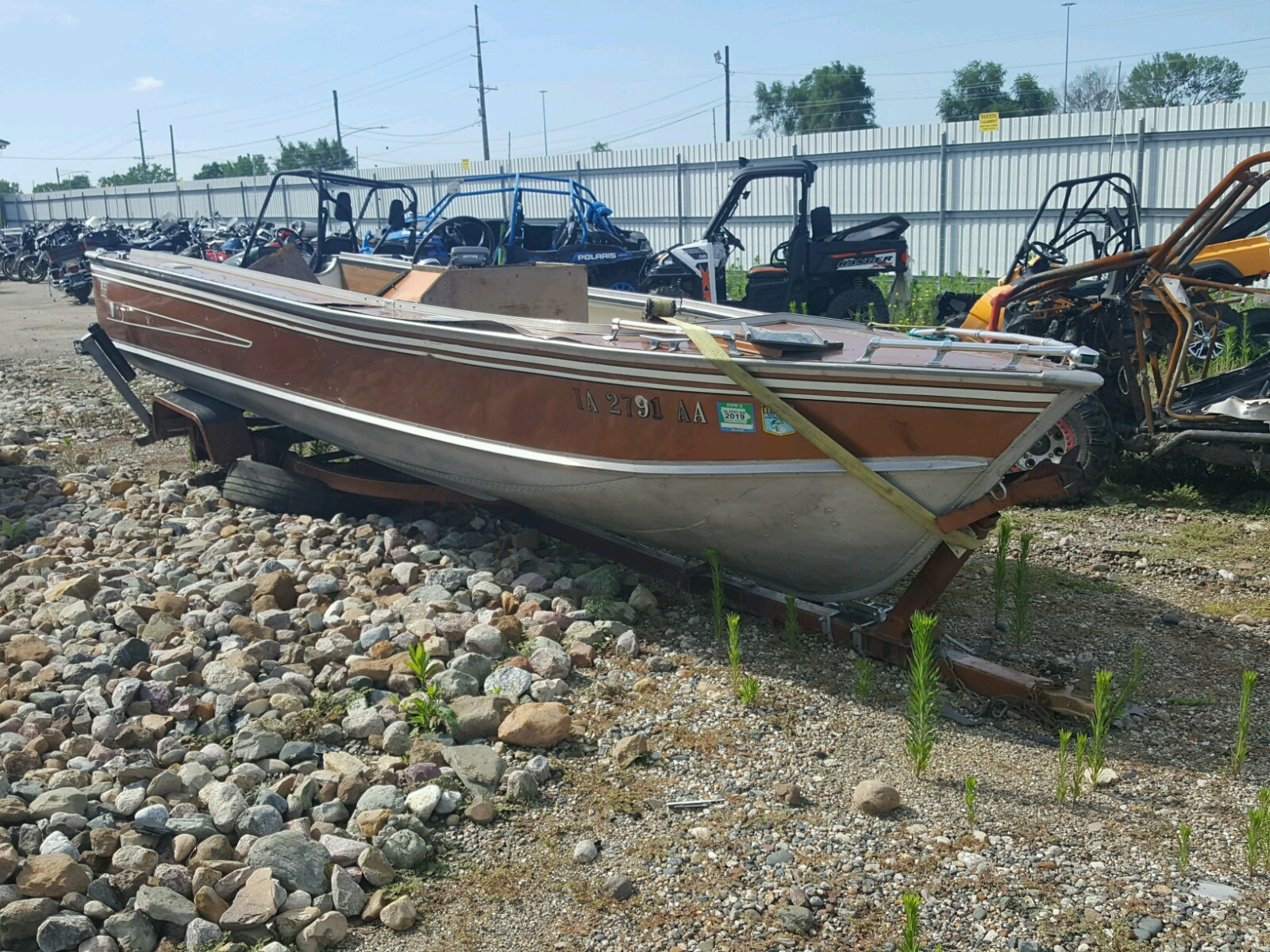 Salvage 1976 Lund BOAT for sale