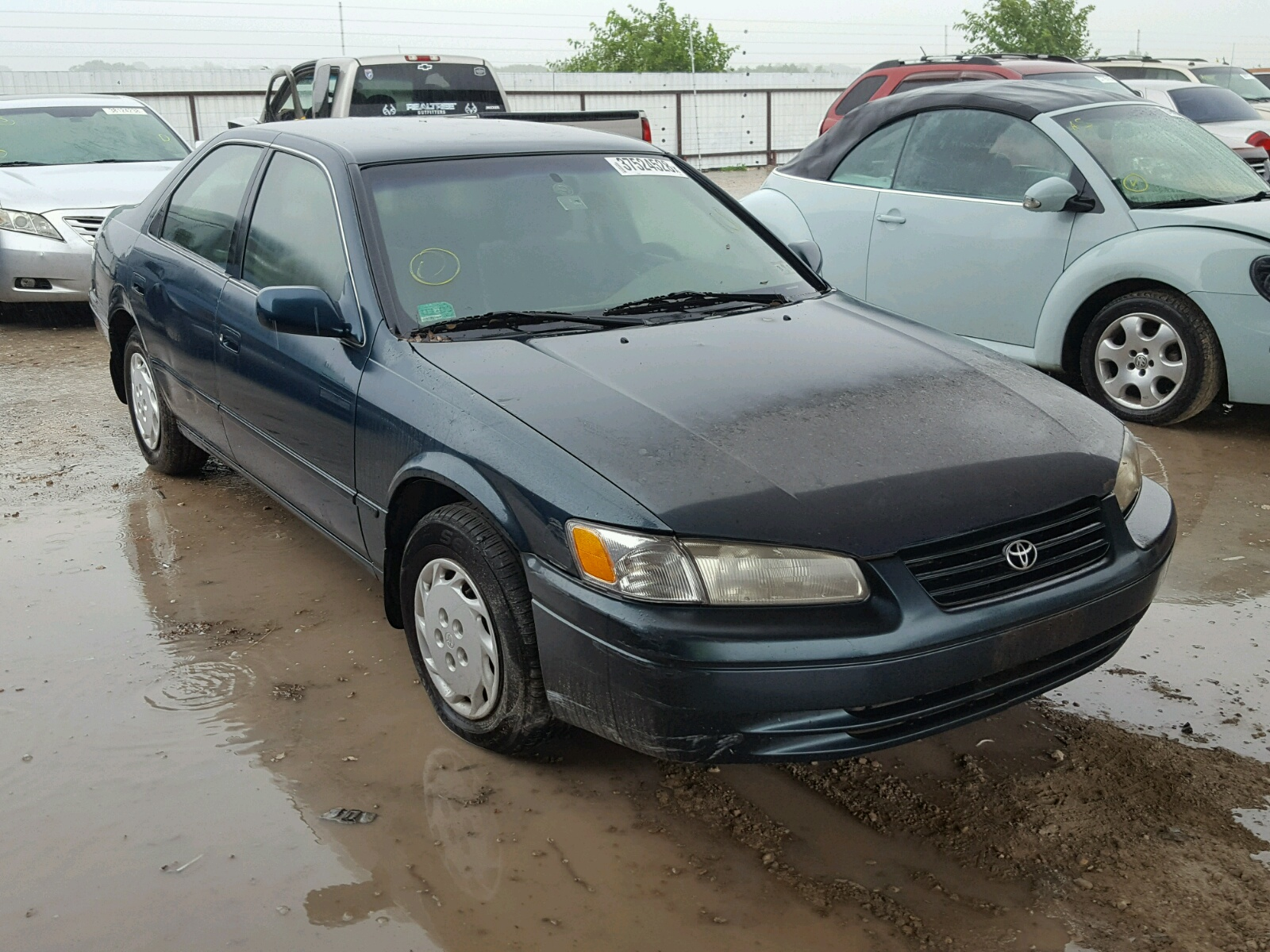 Salvage 1998 Toyota CAMRY CE for sale