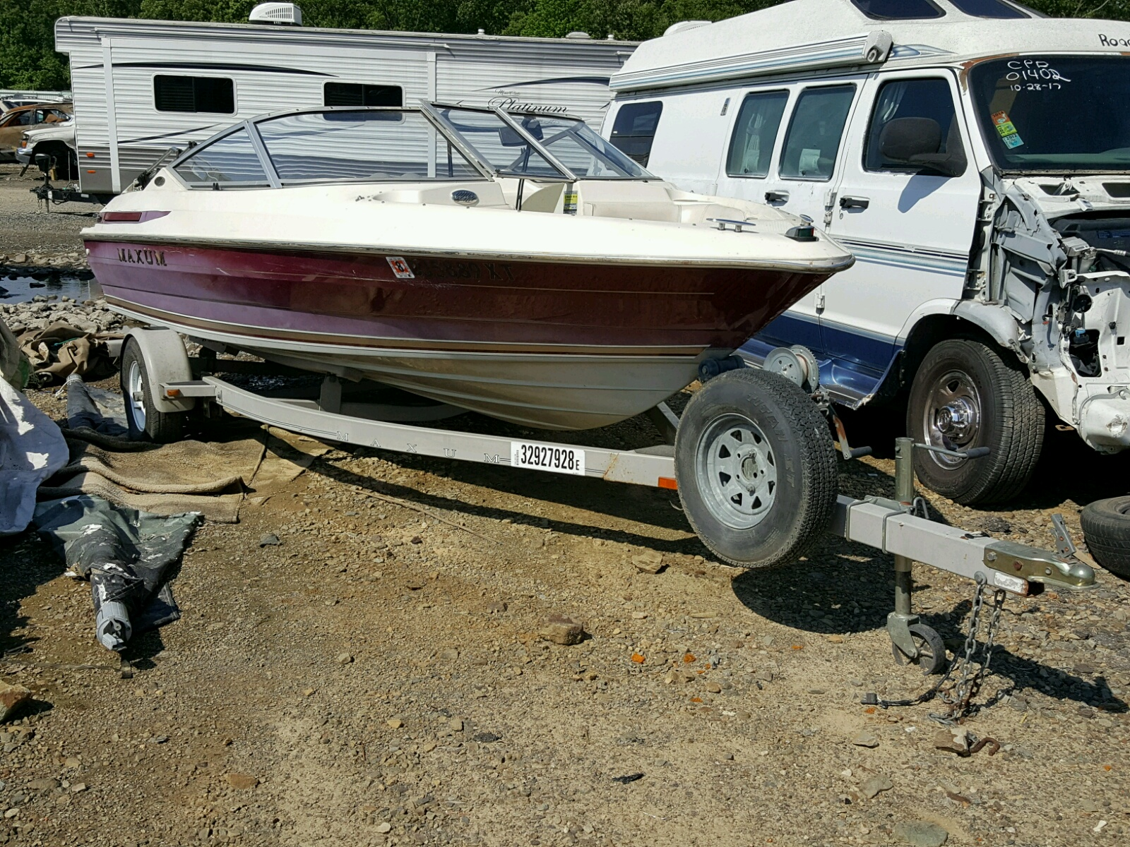 Salvage 1997 Maxum 1700 SR for sale