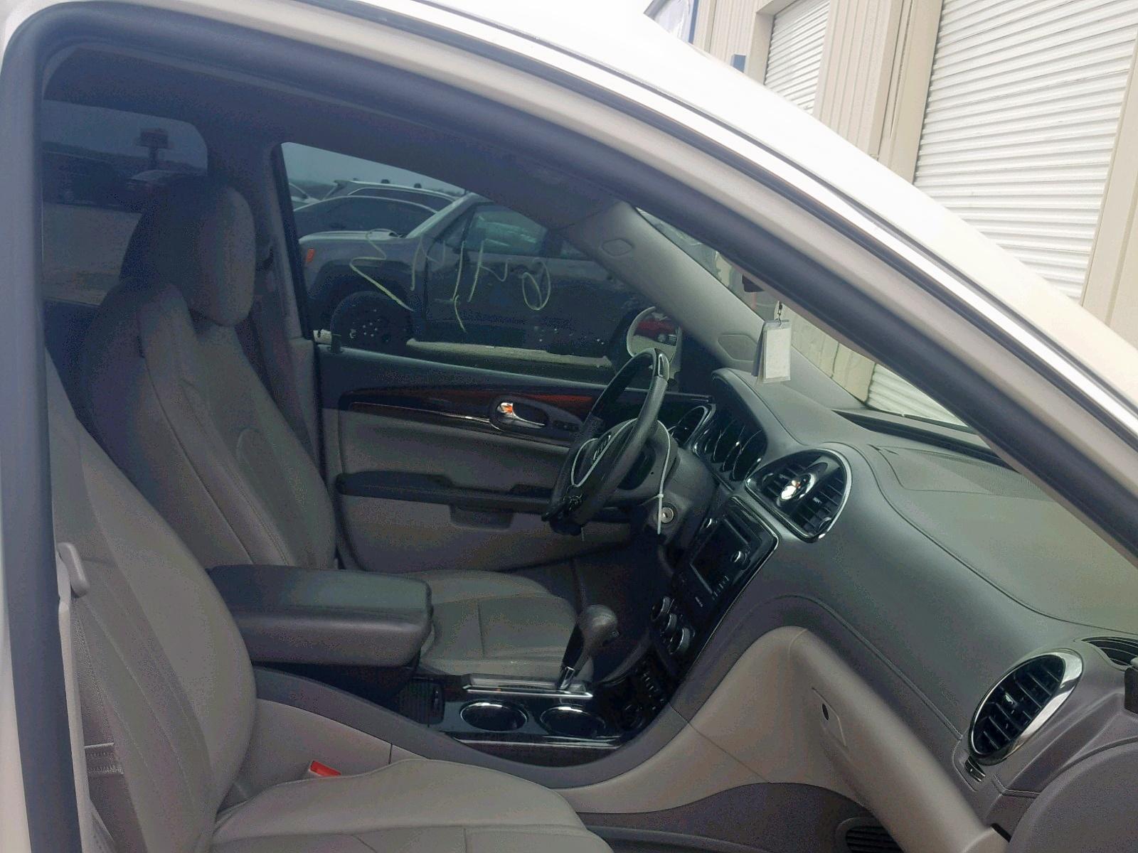 5GAKRBKD2FJ121885 - 2015 Buick Enclave 3.6L close up View