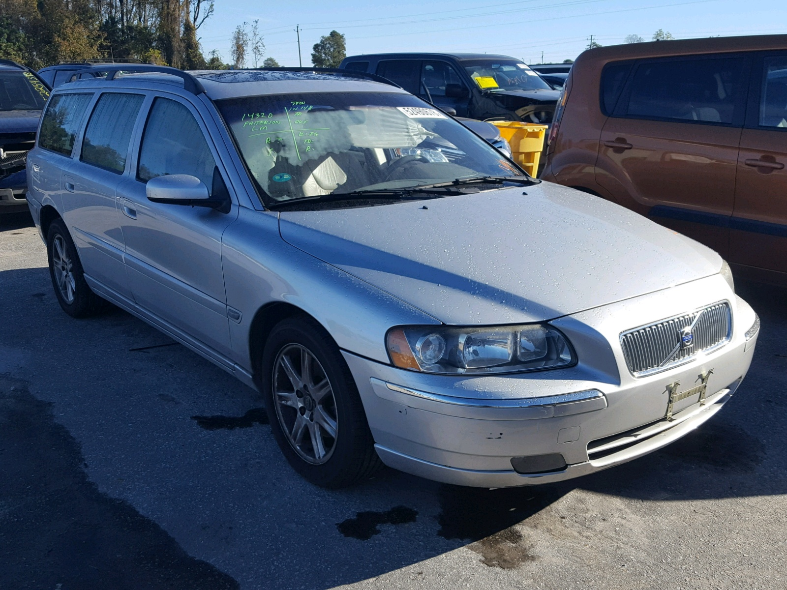 Salvage 2005 Volvo V70 FWD for sale