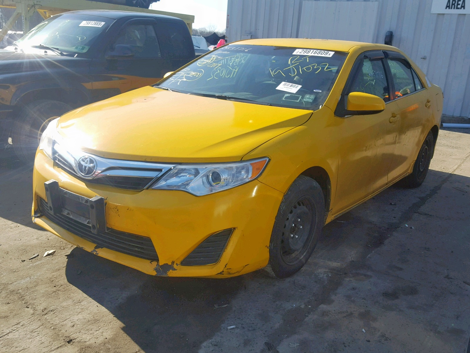 2012 Toyota Camry Hybr 2.5L Right View