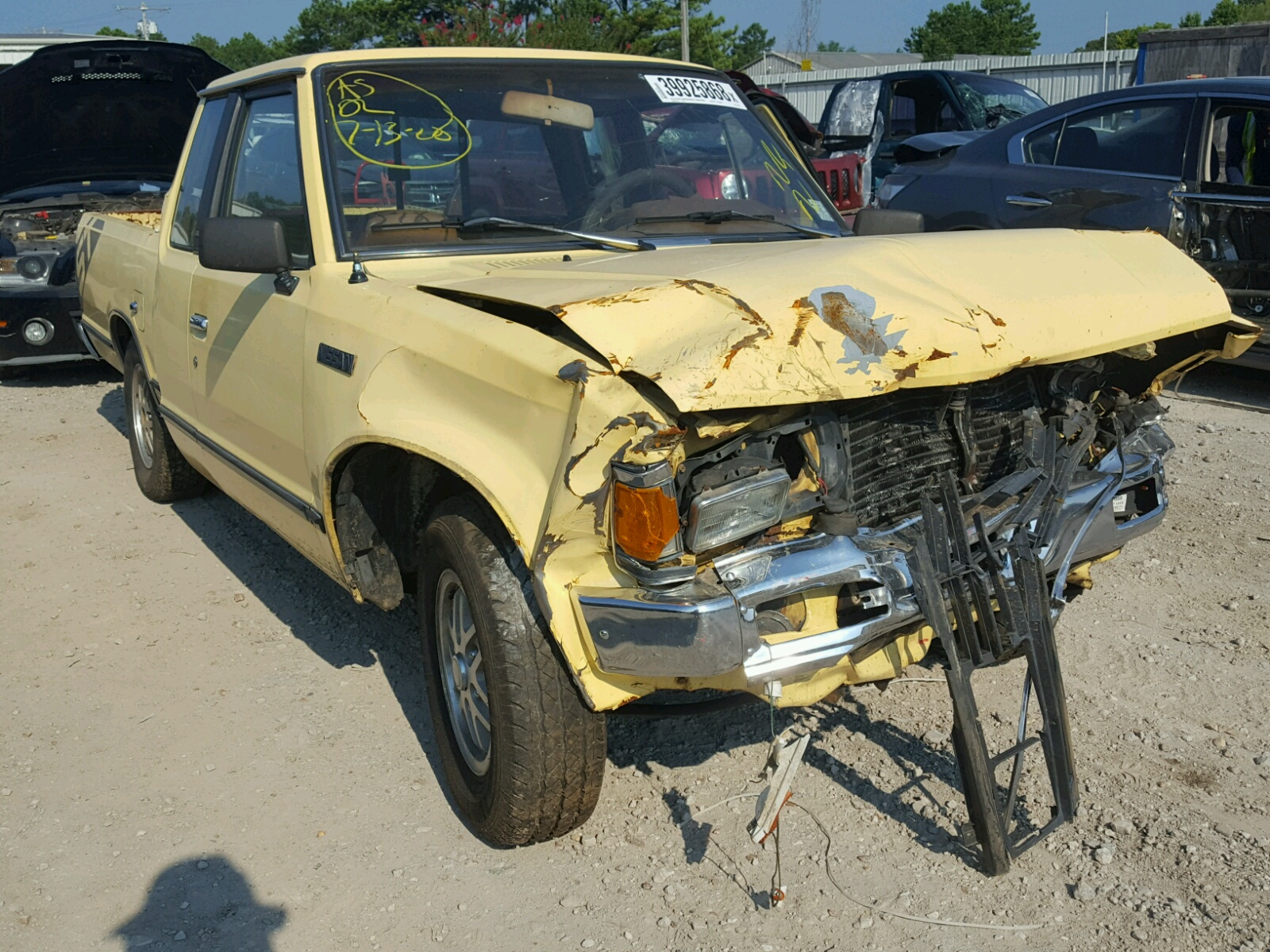 Salvage 1986 Nissan 720 KING C for sale