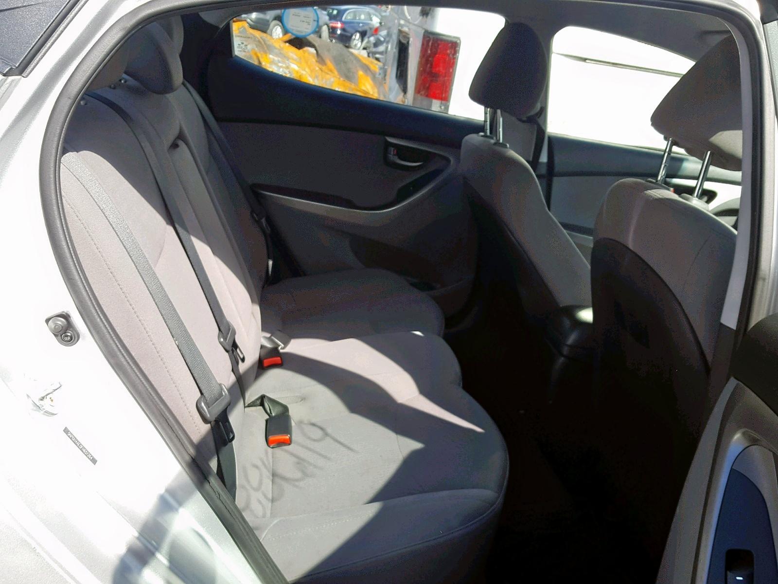 2015 Hyundai Elantra Se 1.8L detail view