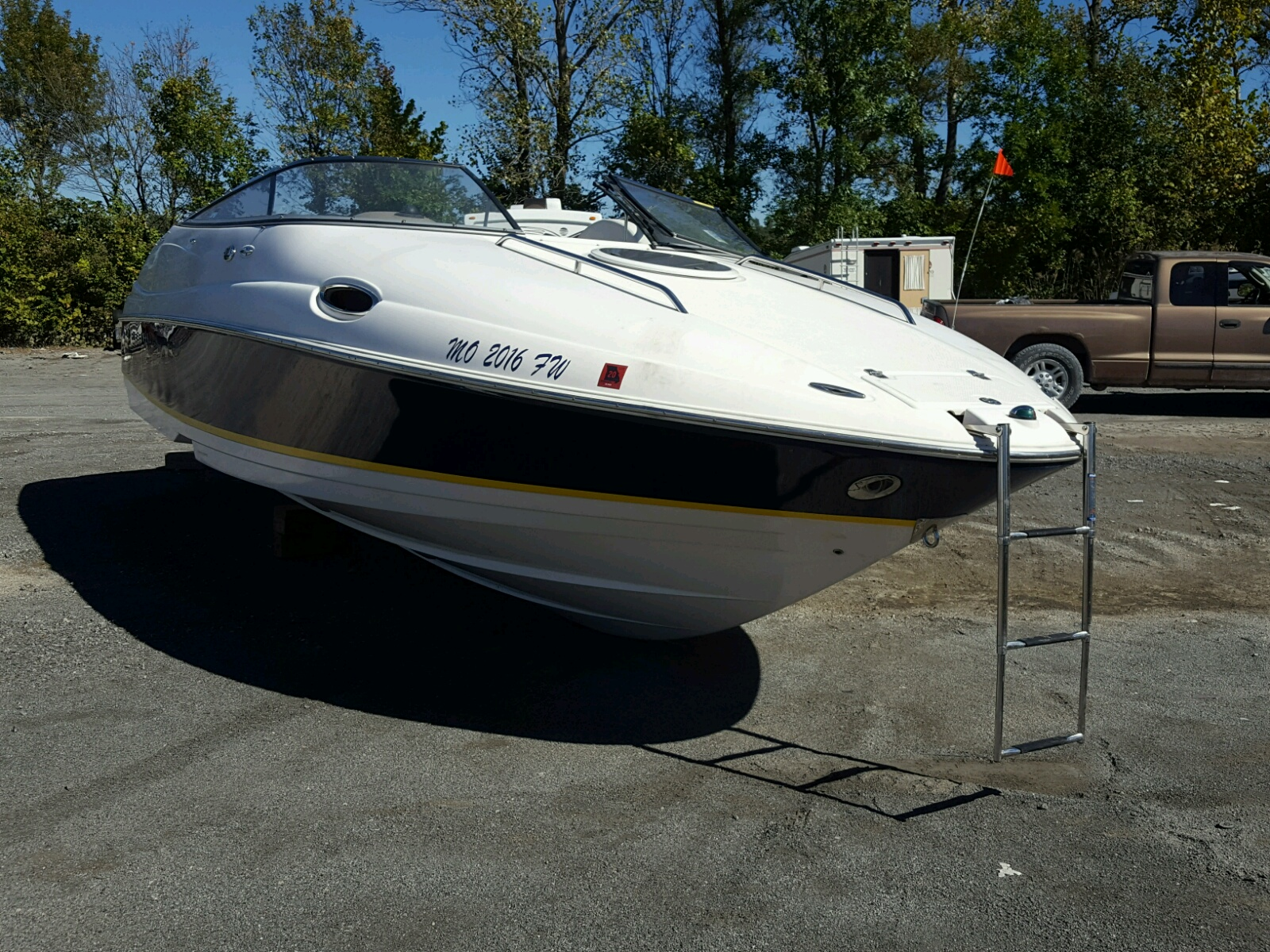 Salvage 2004 Regal BOAT for sale